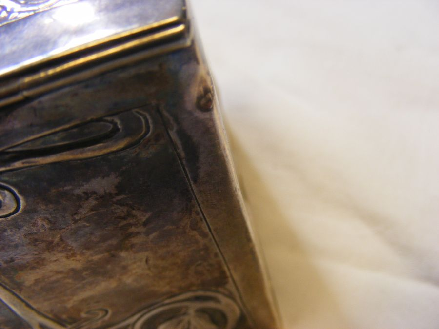 A silver box with Art Nouveau relief work decorati - Image 3 of 4