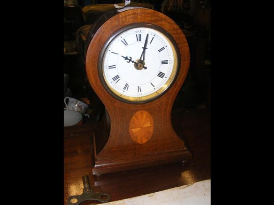 An Edwardian inlaid mantel clock - 22cms high