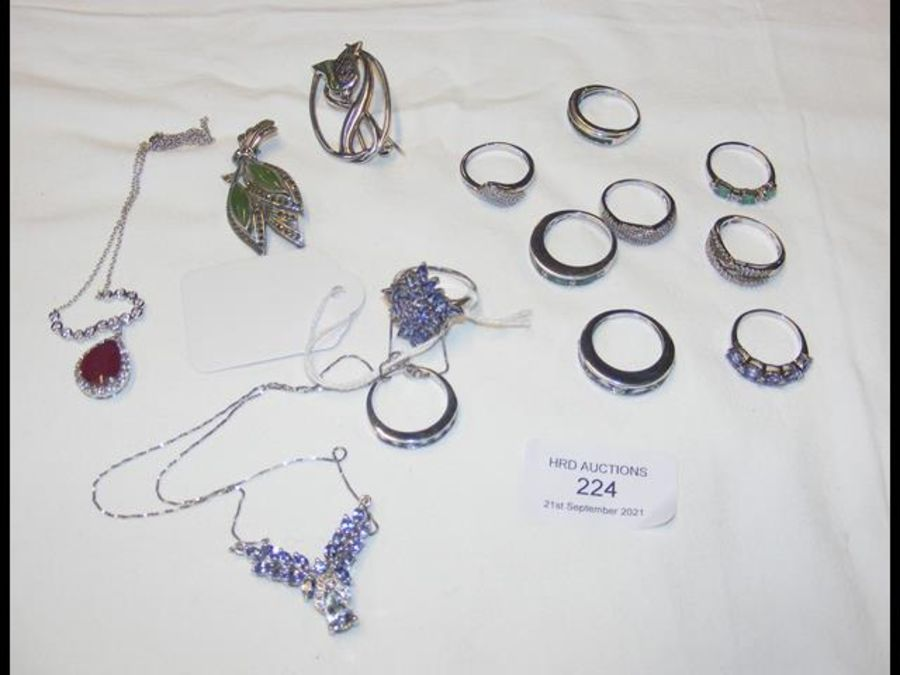 A collection of silver rings and other jewellery - Image 2 of 2