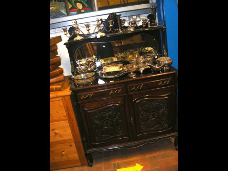 A Victorian mahogany chiffonier with bevelled mirr