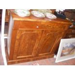 A Victorian mahogany chiffonier with two doors und