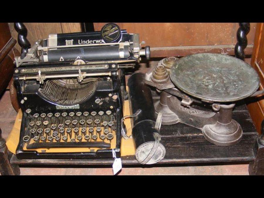 A vintage Underwood American typewriter, together - Image 2 of 2