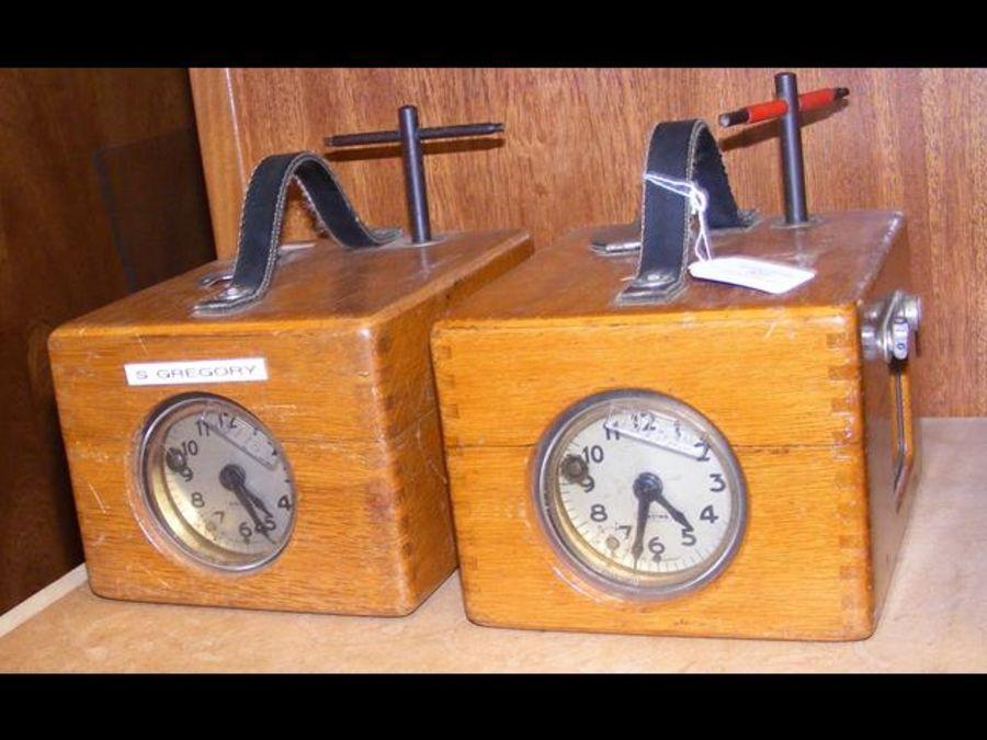 Two Benzing pigeon racing clocks in oak cases - Image 3 of 3