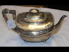 A silver teapot with London hallmark - 22.4 troy o