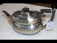 A silver teapot - Chester 1906 - 12.8 troy ounces