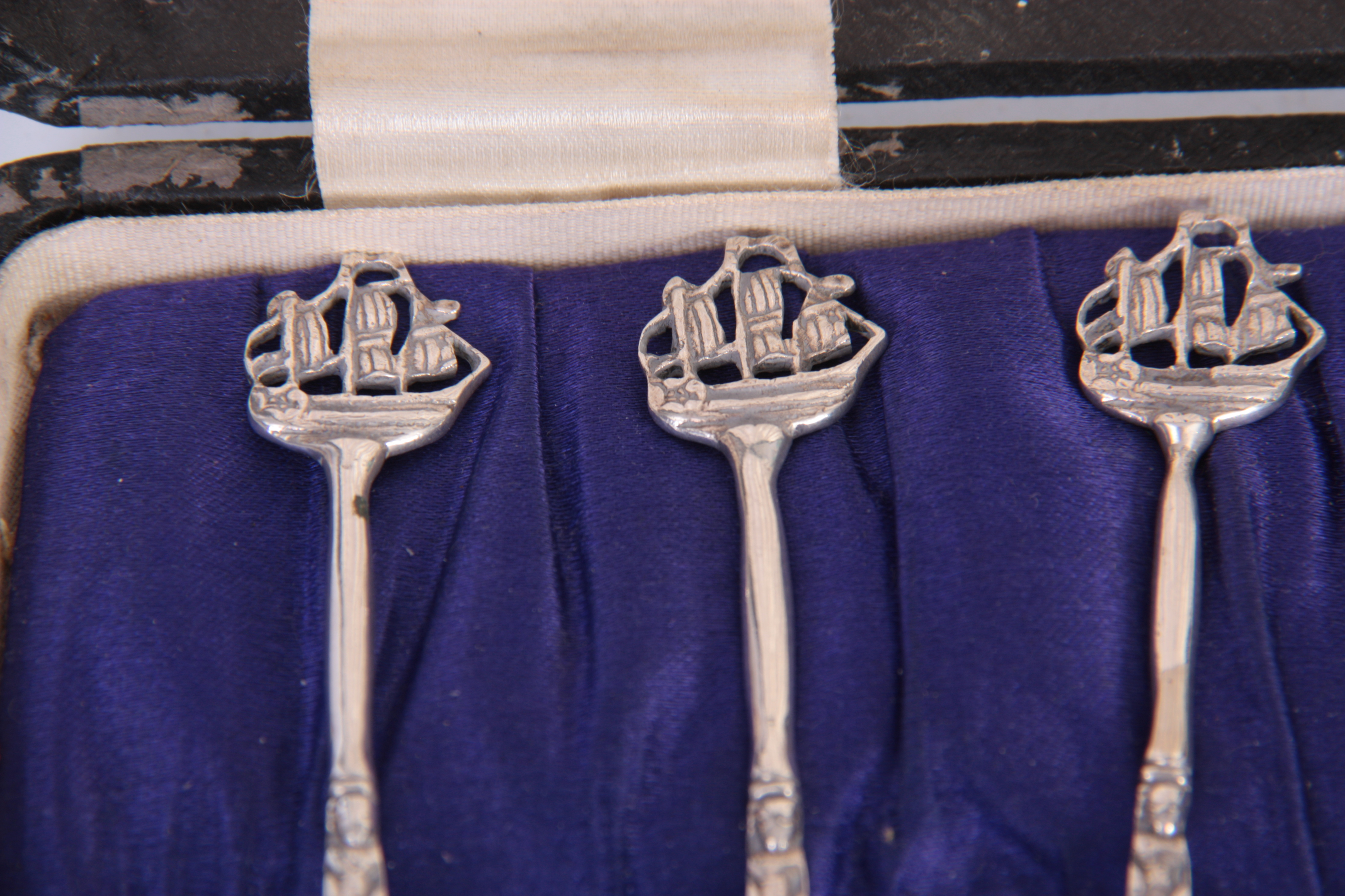 A SET OF SIX EDWARD VII GOTHIC STYLE CAST SILVER COFFEE SPOONS with Galleon topped figural stems and - Image 3 of 4