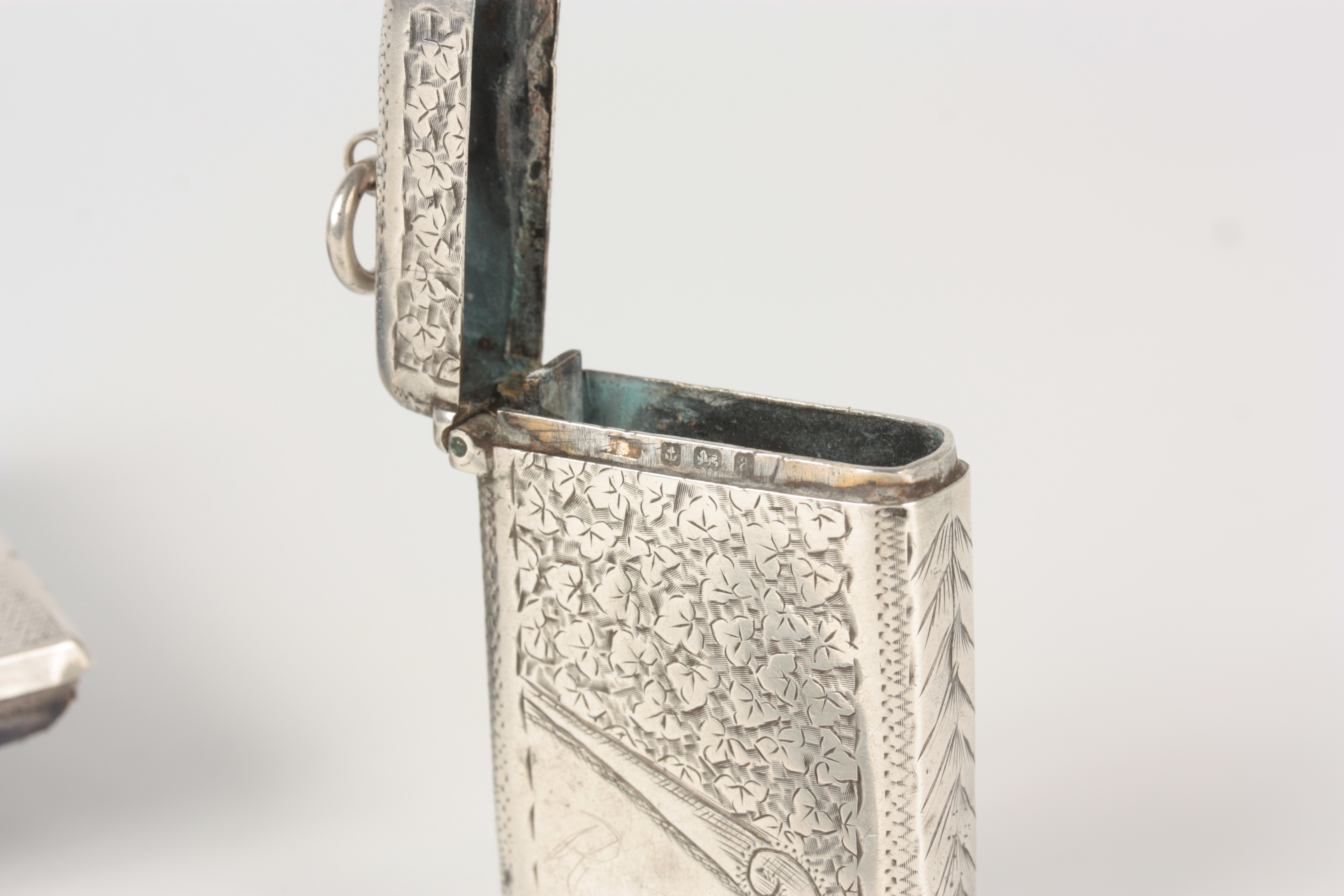 THREE PIECES OF SILVER INCLUDING A SILVER BLADE FRUIT KNIFE WITH MOTHER OF PEARL HANDLE 13cm overall - Image 4 of 8