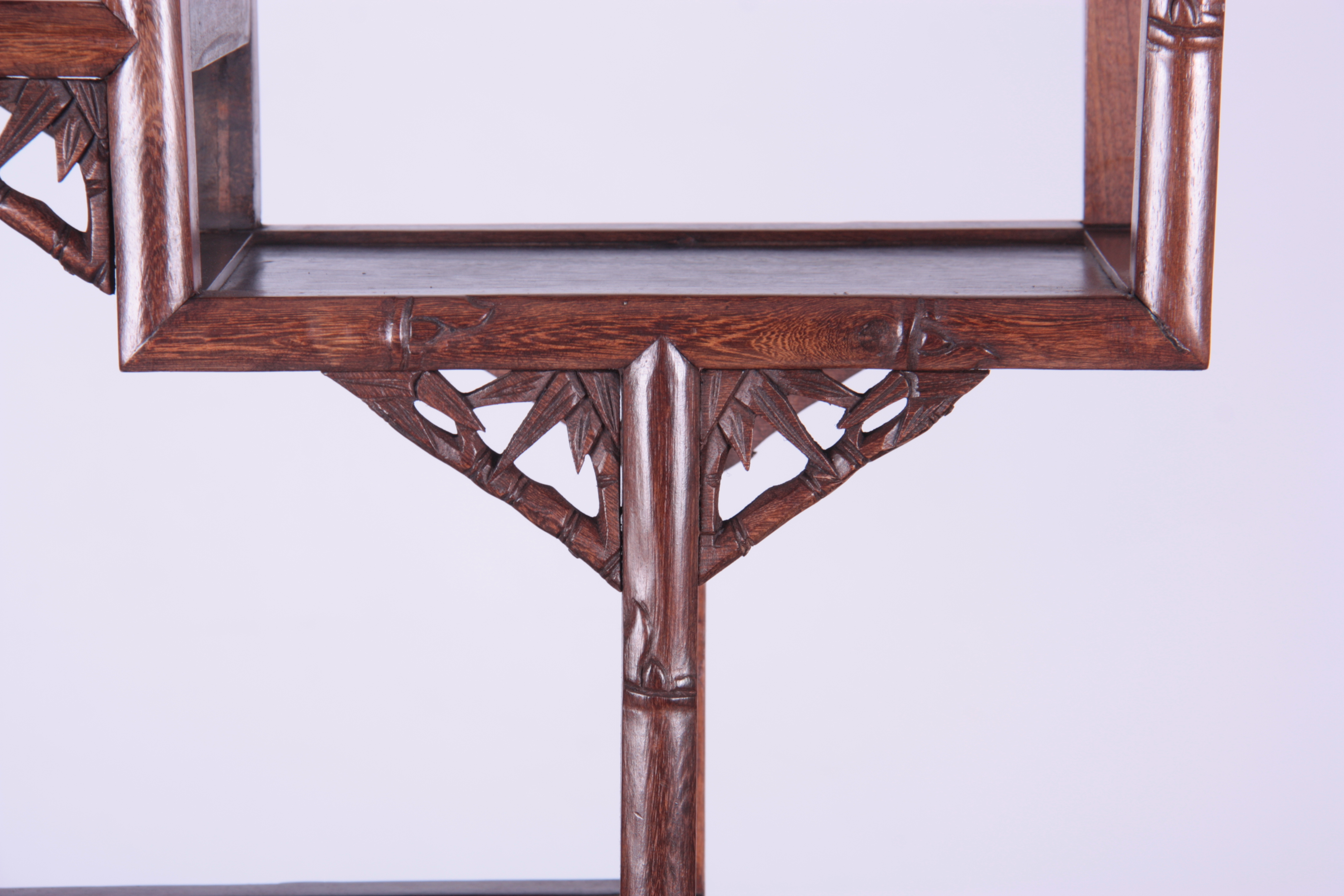 A 19TH CENTURY CHINESE CHICKEN WING WOOD STANDING WHATNOT with a faux bamboo frame and leaf carved - Image 2 of 9