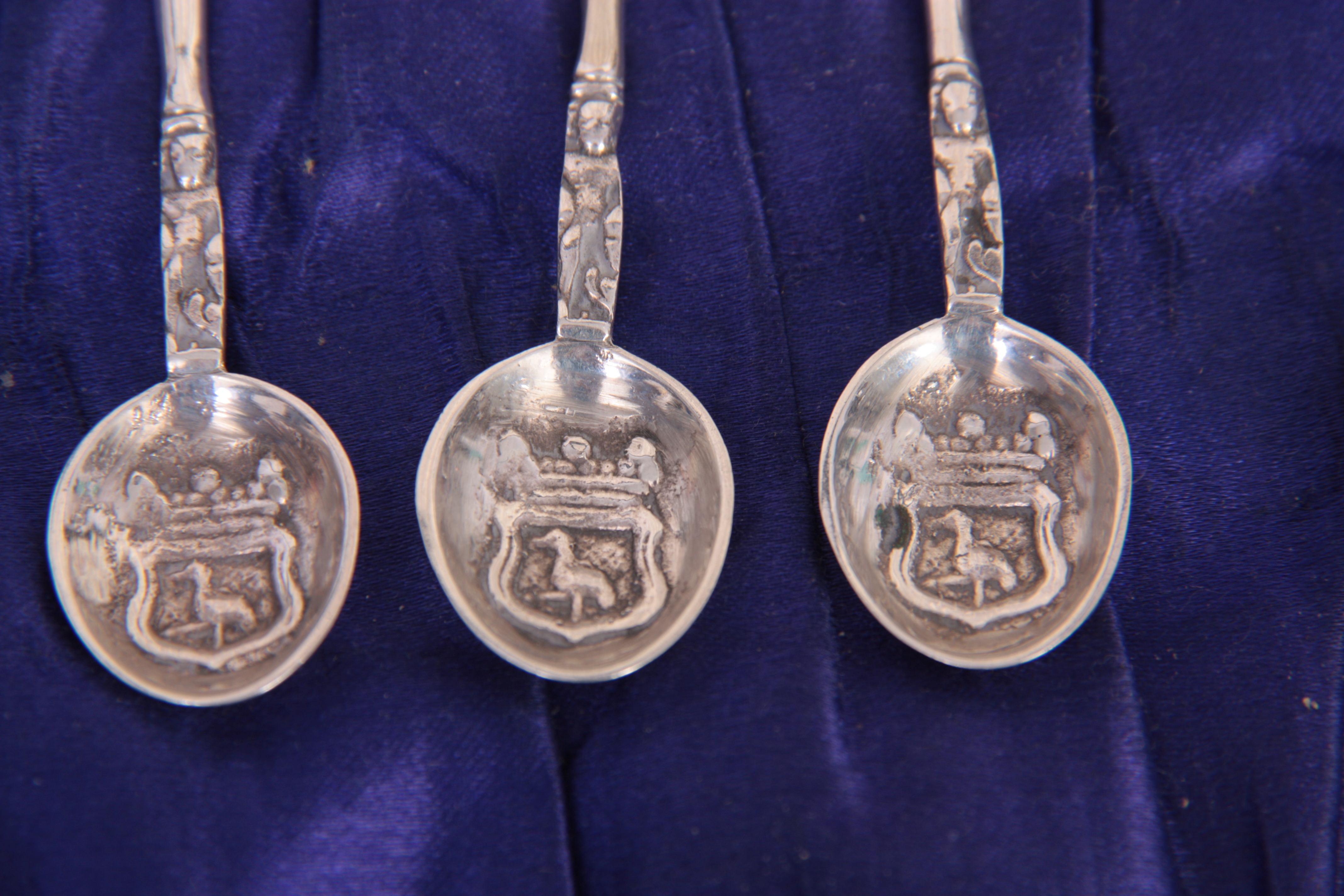 A SET OF SIX EDWARD VII GOTHIC STYLE CAST SILVER COFFEE SPOONS with Galleon topped figural stems and - Image 2 of 4