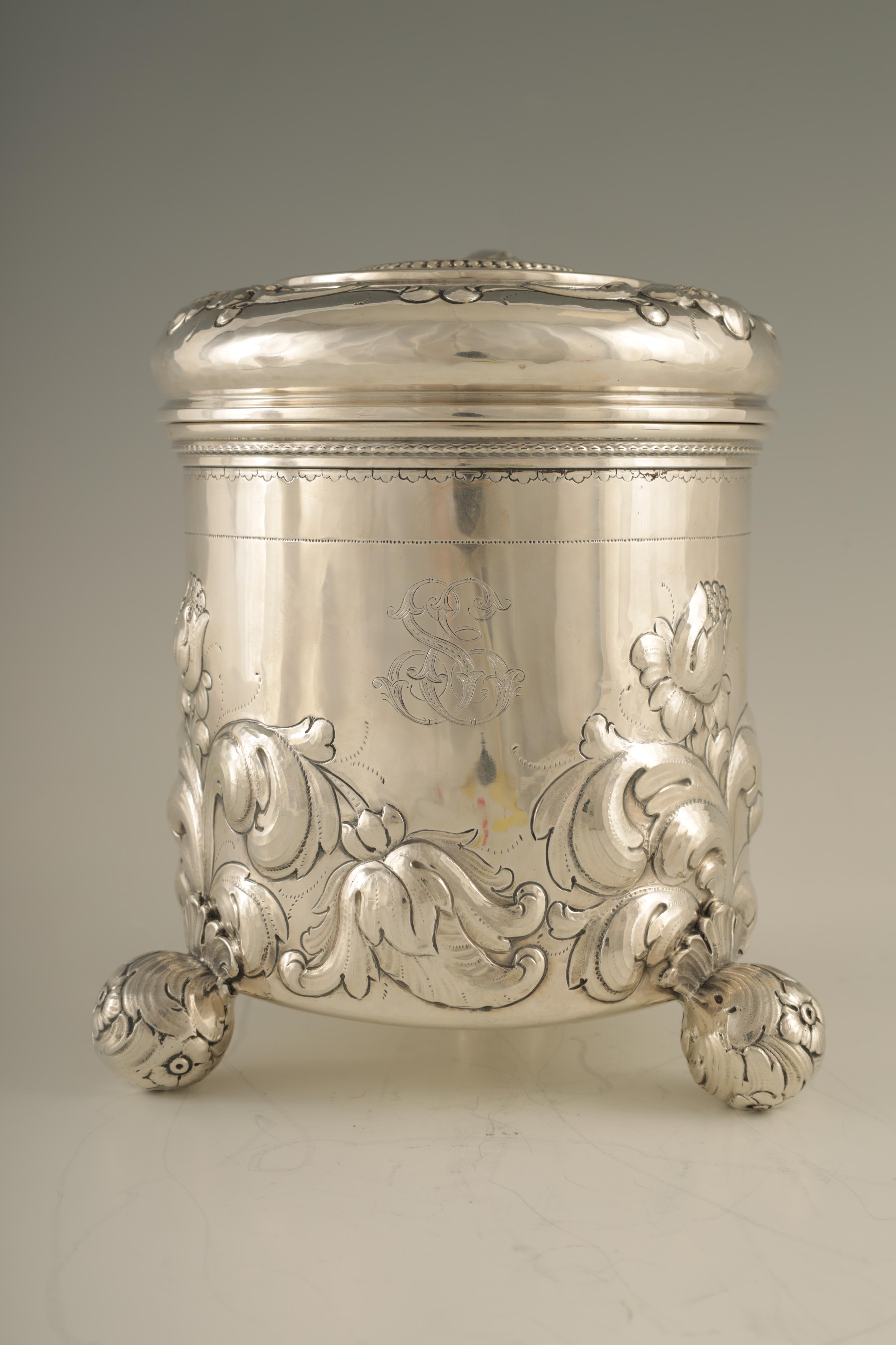 AN IMPRESSIVE EARLY 20TH CENTURY SWEDISH SILVER TANKARD with embossed ball finial to the hinged - Image 6 of 8
