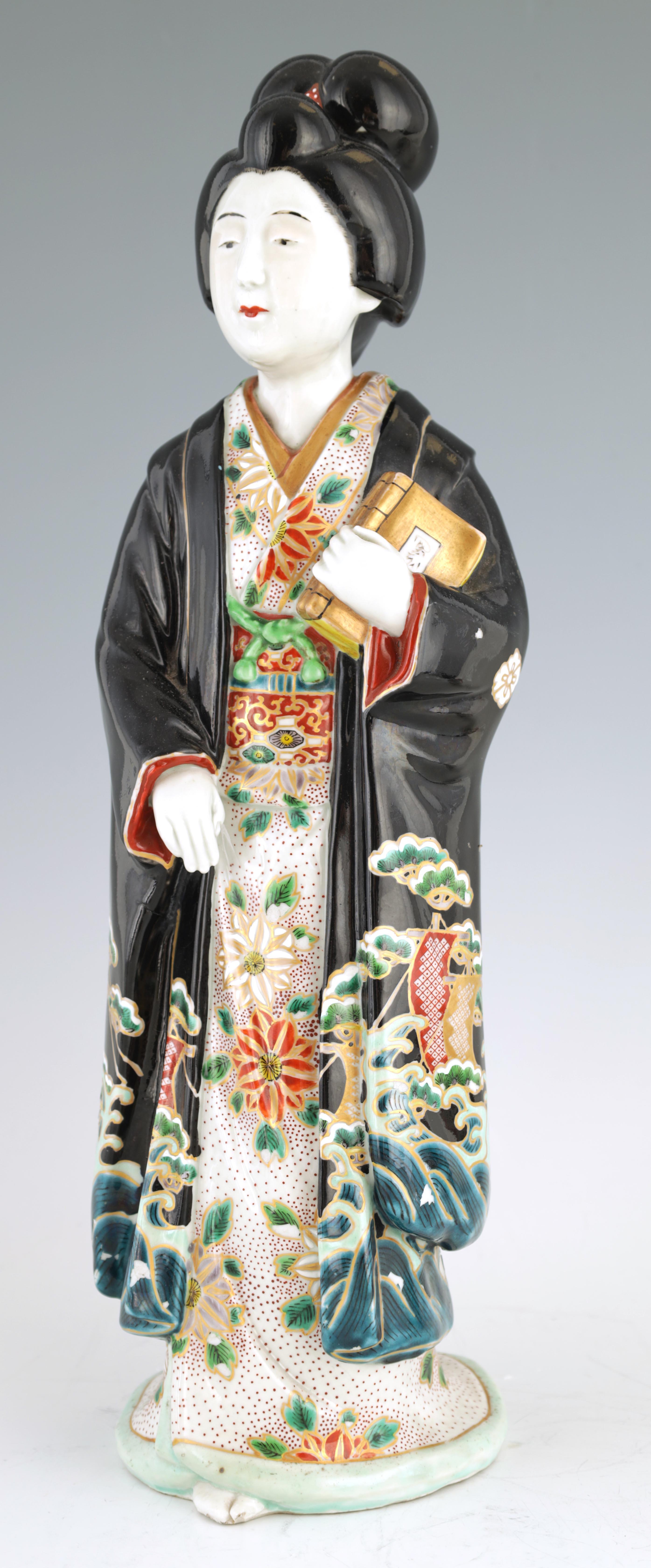 A LARGE MEIJI PERIOD JAPANESE KUTANI FIGURE OF A GEISHA 45cm high