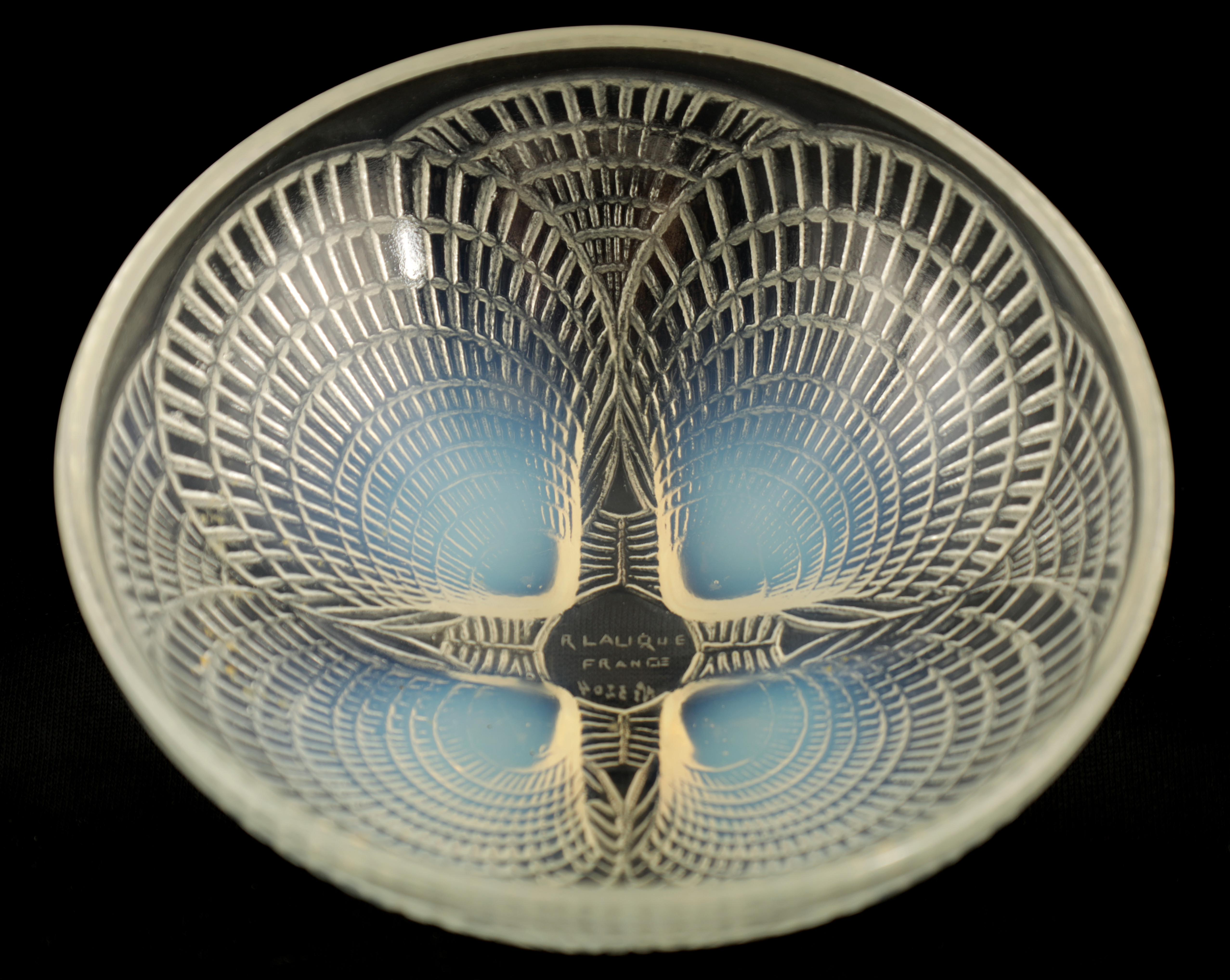 """AN R LALIQUE FRANCE """"COQUILLES"""" CLEAR AND OPALESCENT SHALLOW GLASS DISH 13cm diameter - wheel"""