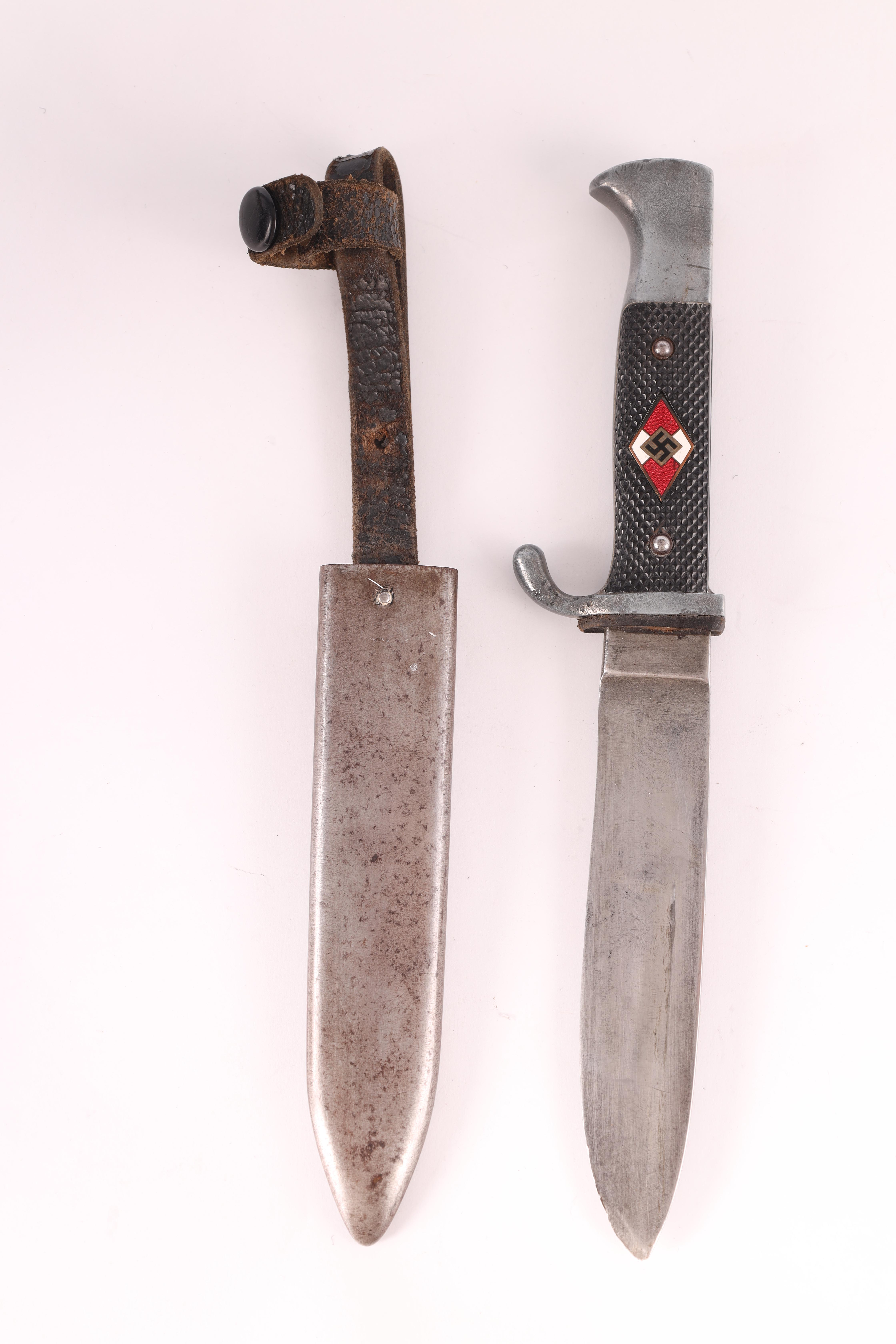 A WORLD WAR II GERMAN NAZI HITLER YOUTH DAGGER with checkered grip set with an enamel swastika - Image 4 of 7