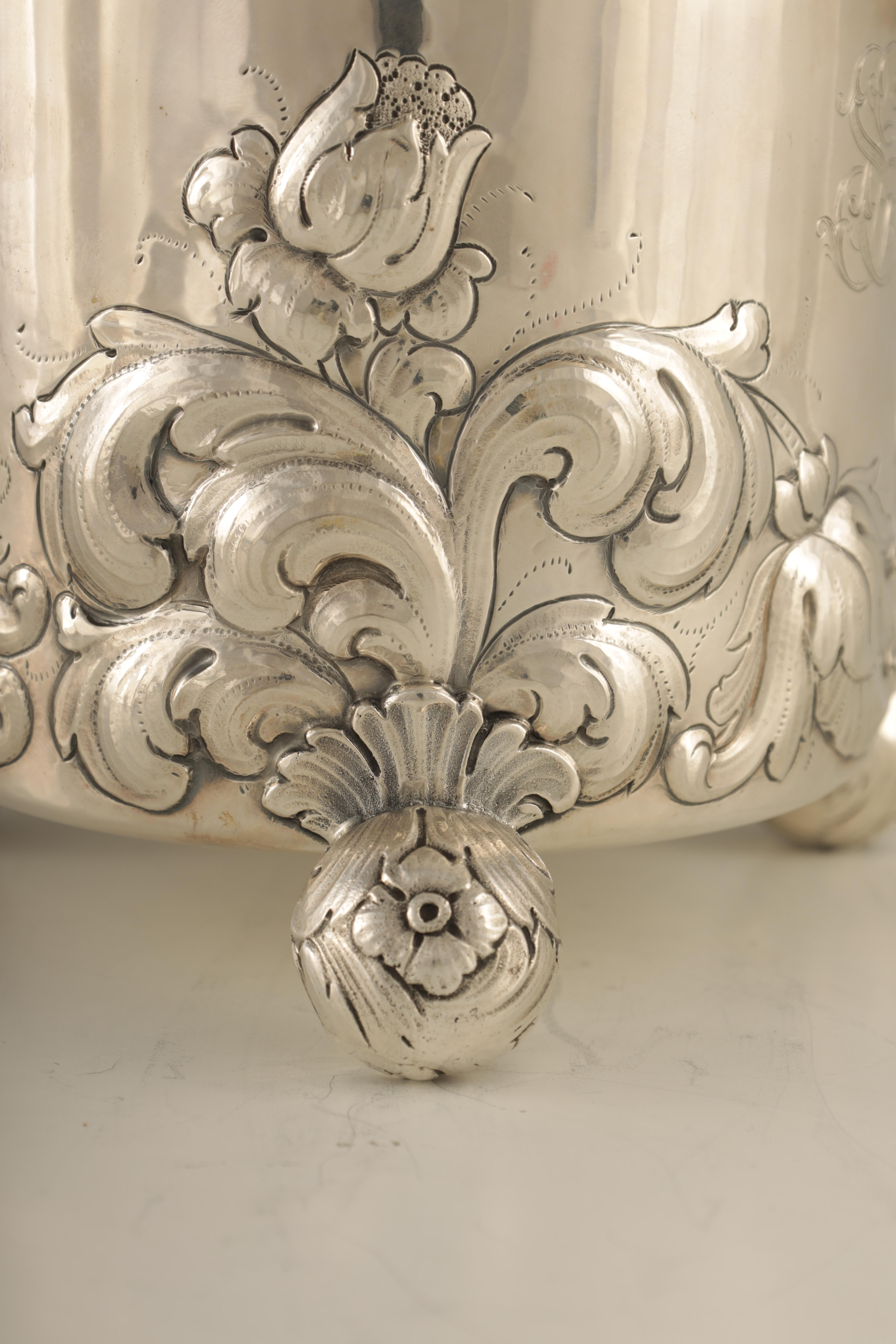 AN IMPRESSIVE EARLY 20TH CENTURY SWEDISH SILVER TANKARD with embossed ball finial to the hinged - Image 2 of 8
