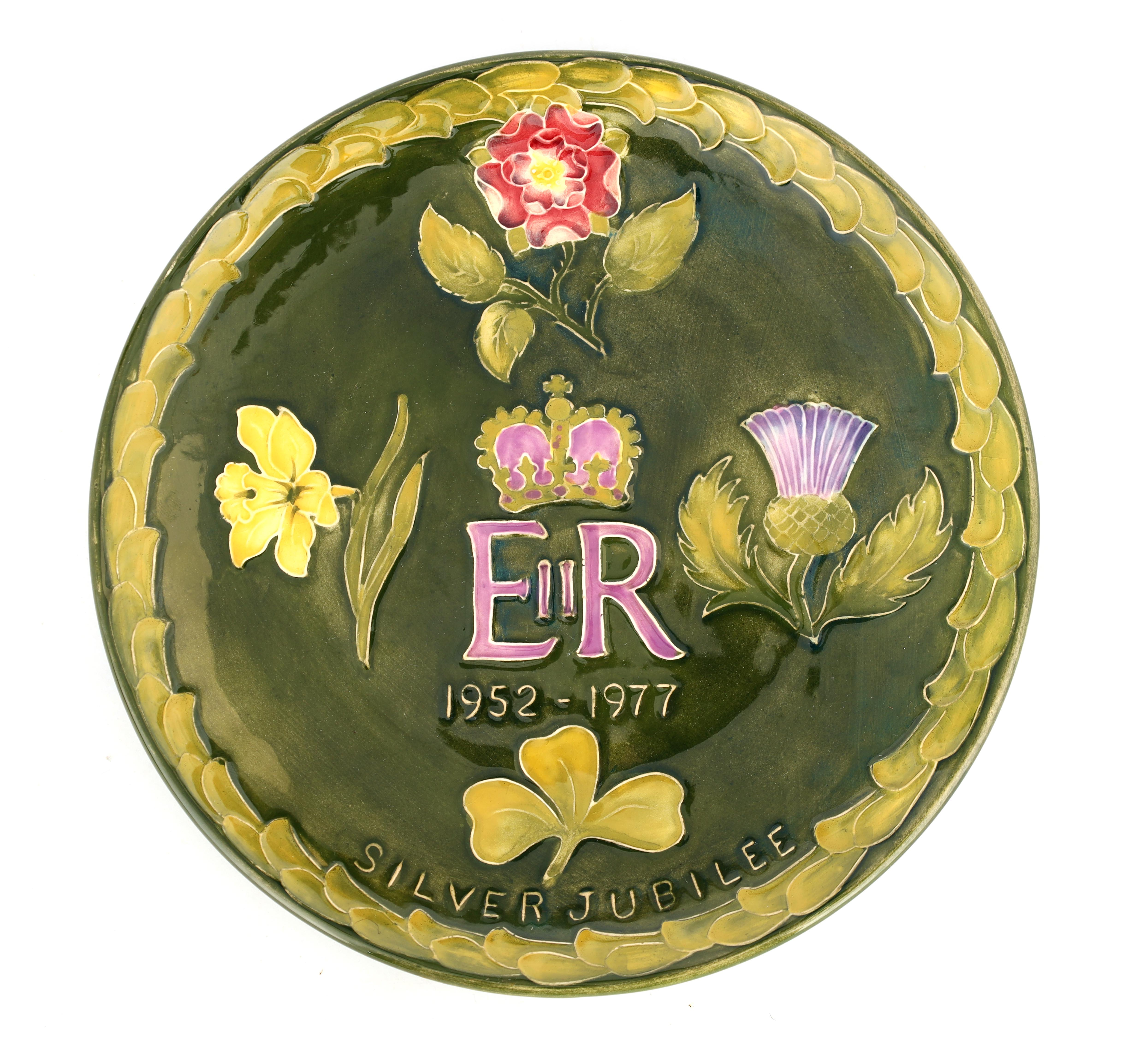 A MOORCROFT 1952-1977 ERII SILVER JUBILEE PLATE decorated with the four-country emblems on a