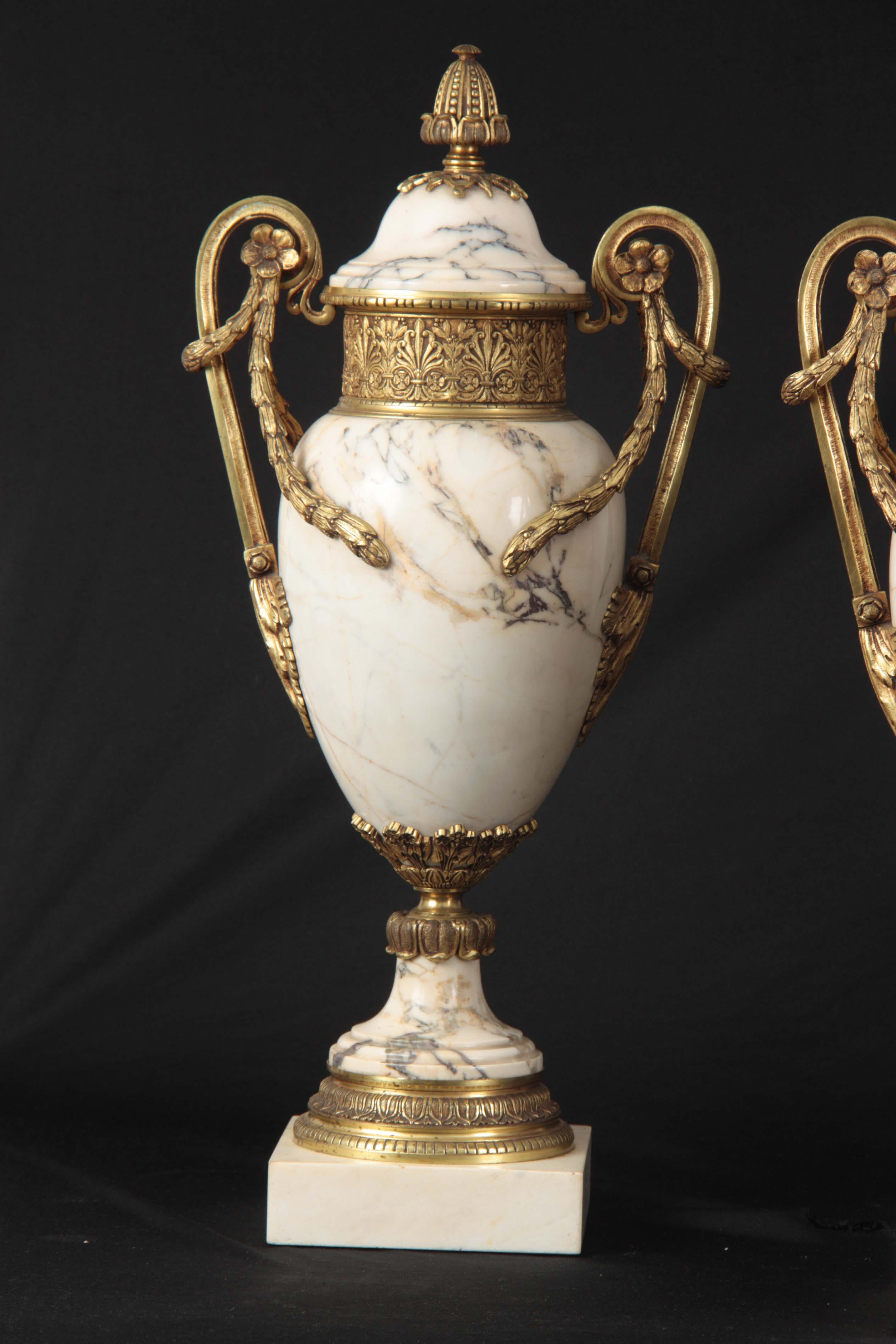 AN IMPRESSIVE PAIR OF FRENCH ORMOLU MOUNTED VEINED WHITE MARBLE CASOLETTES with floral swag work - Image 3 of 8