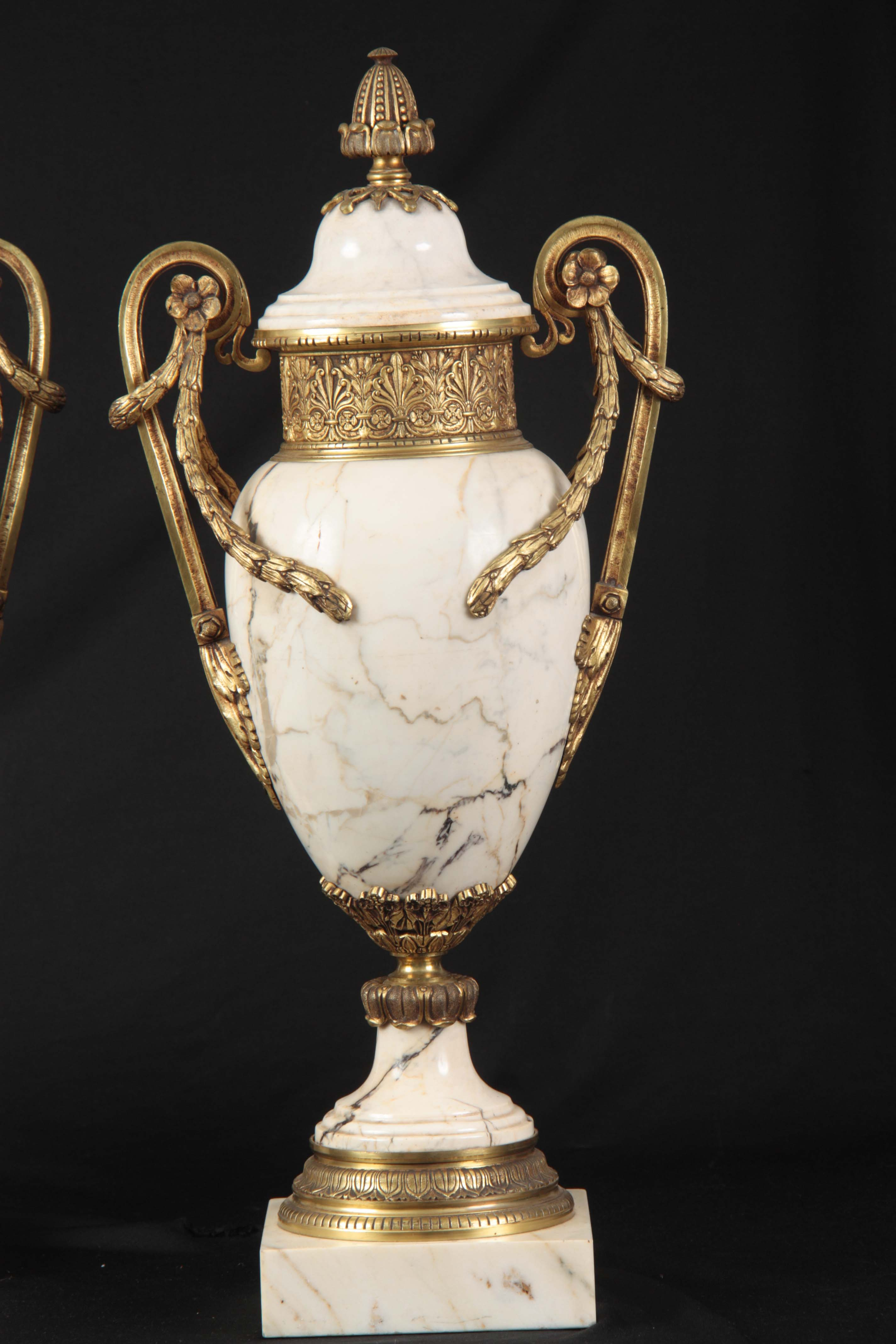 AN IMPRESSIVE PAIR OF FRENCH ORMOLU MOUNTED VEINED WHITE MARBLE CASOLETTES with floral swag work - Image 2 of 8