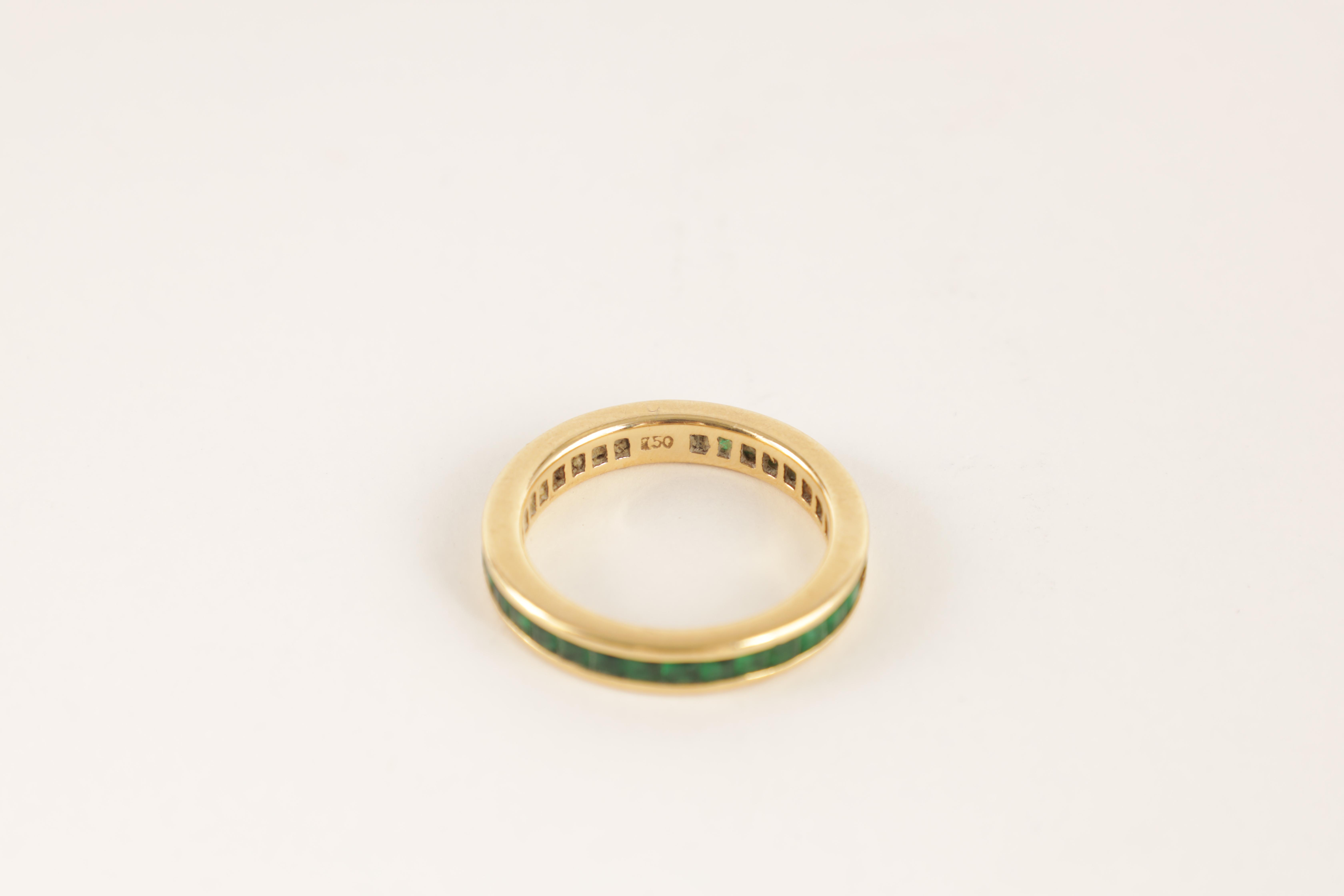 AN 18CT GOLD AND EMERALD ETERNITY RING set all round with square-cut stones, app. weight 4.5g - Image 2 of 5
