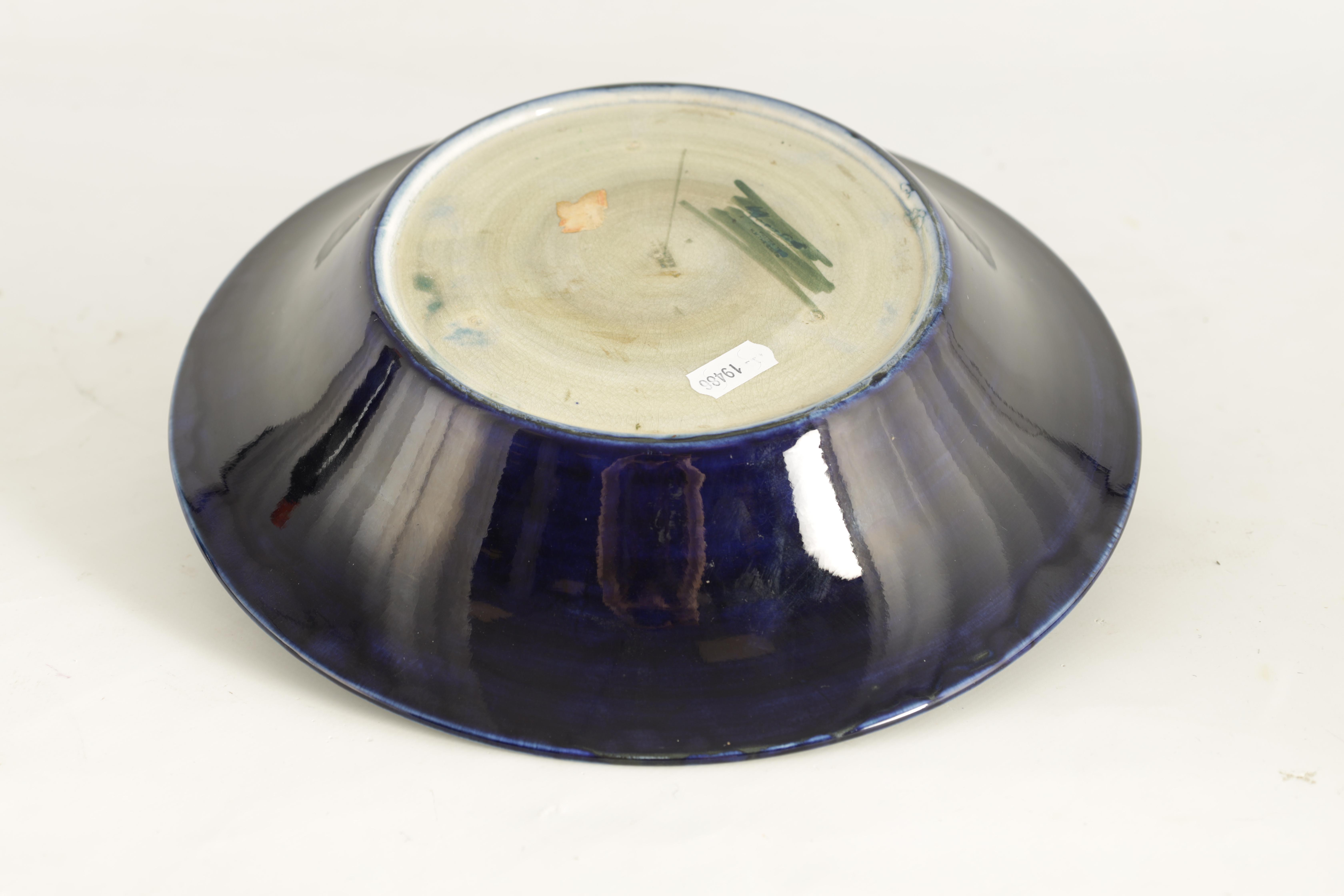 A 1930S MOORCROFT LARGE SHALLOW BOWL WITH EVERTED RIM tube lined and decorated with a band of - Image 4 of 5