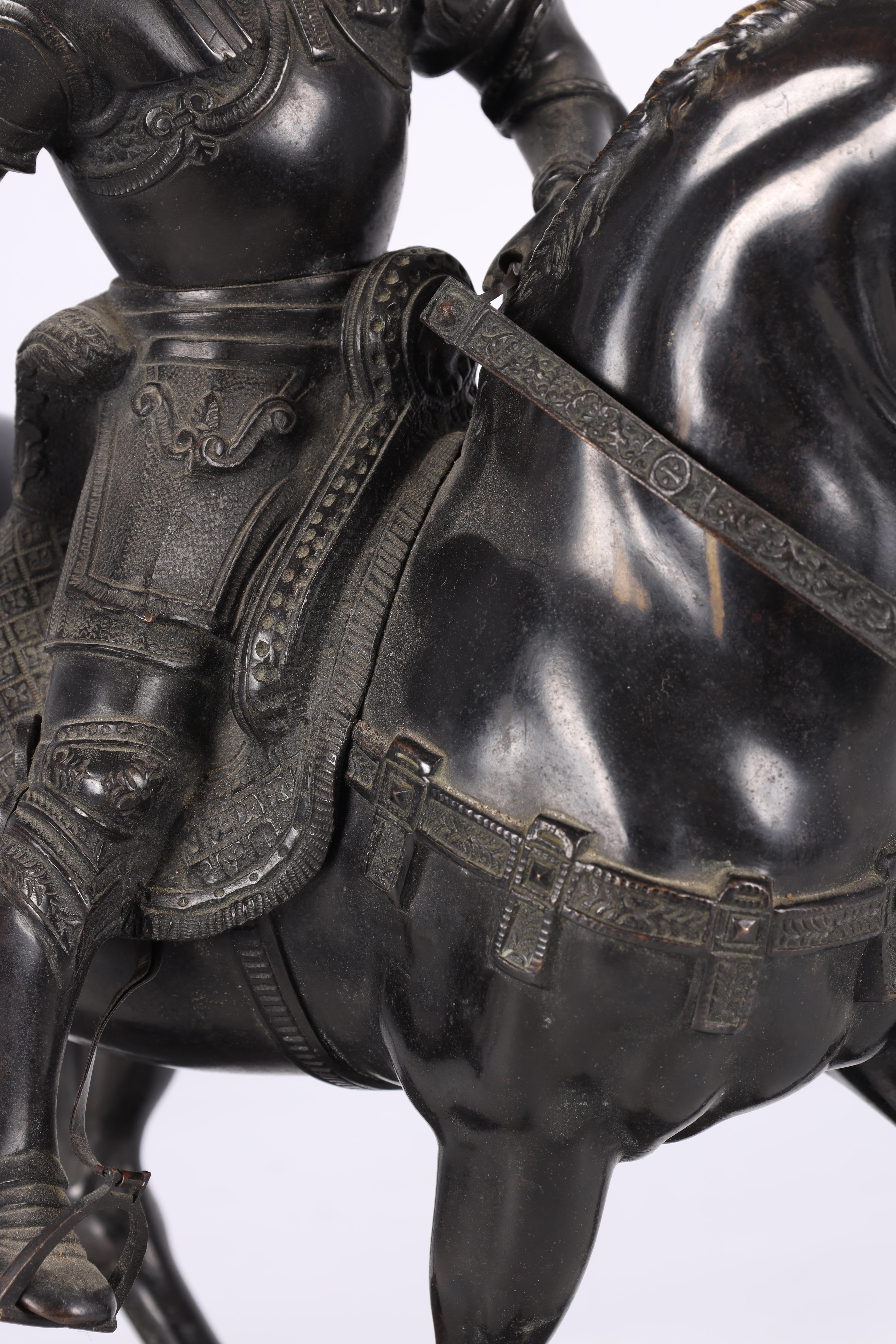 A LATE 19TH CENTURY PATINATED BRONZE EQUESTRIAN SCULPTURE modelled as a Knight on horseback of - Image 5 of 8