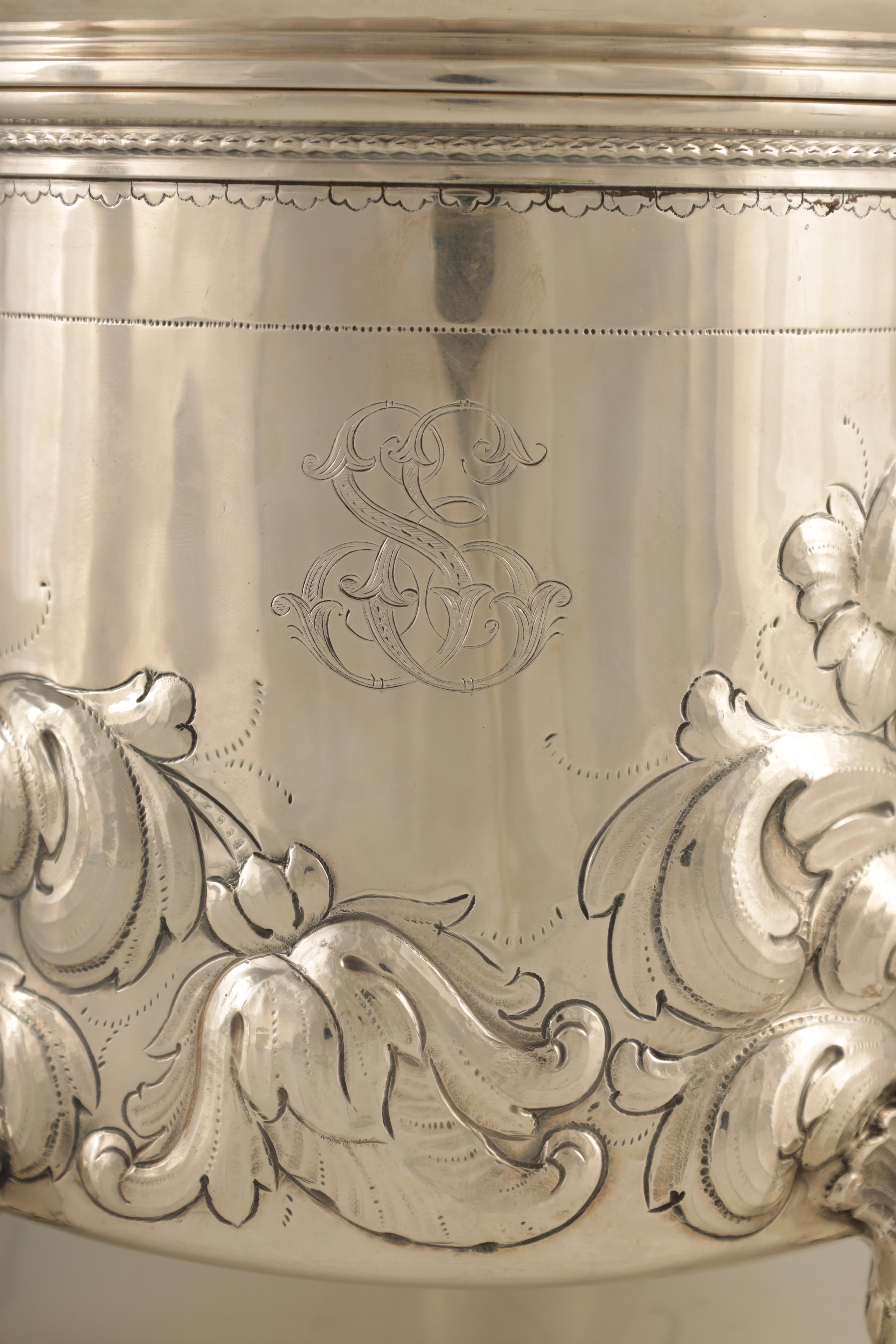 AN IMPRESSIVE EARLY 20TH CENTURY SWEDISH SILVER TANKARD with embossed ball finial to the hinged - Image 7 of 8