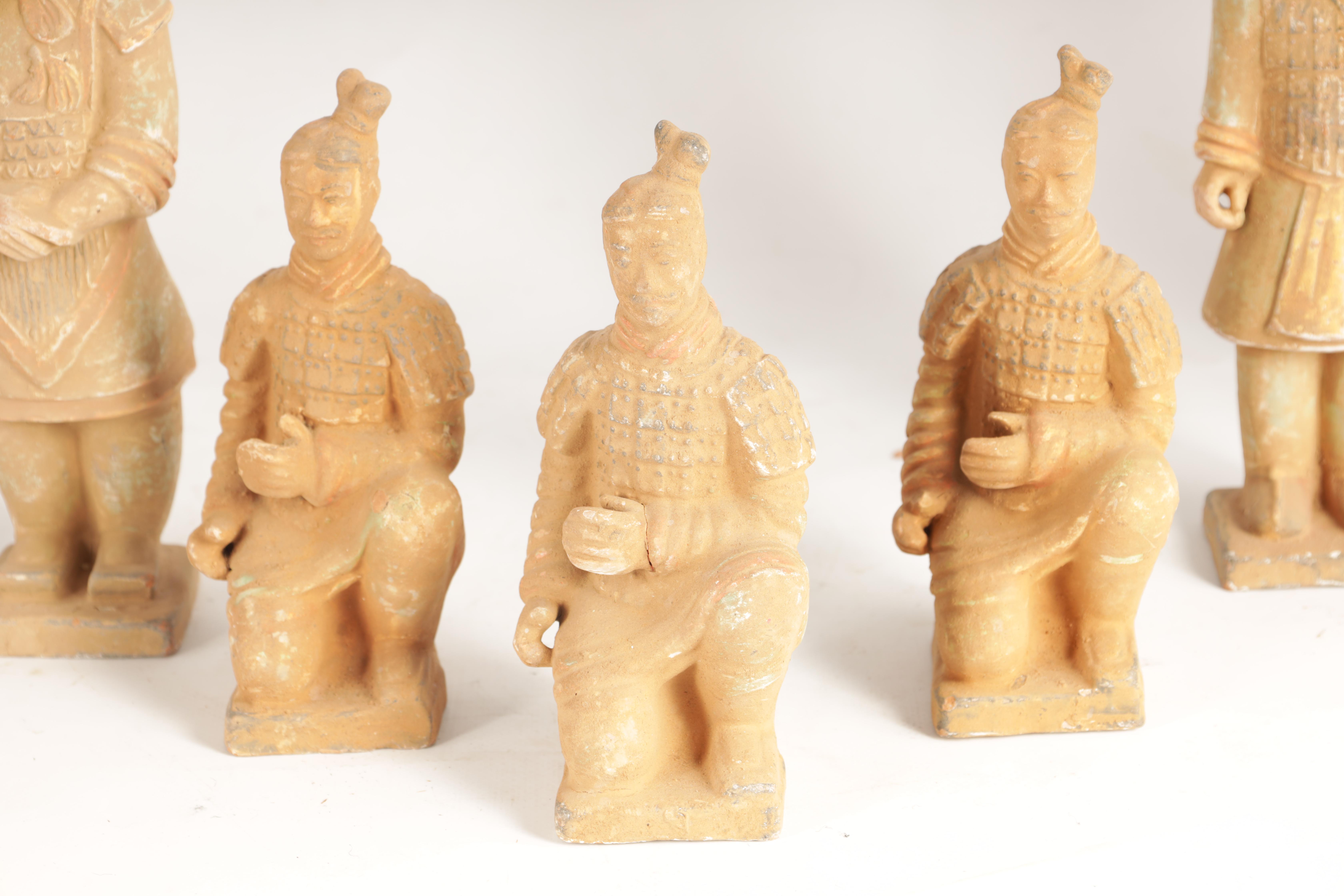 A SET OF 12 20TH CENTURY CHINESE FIGURES MODELLED AS THE TERRACOTTA ARMY depicting soldiers in - Image 5 of 7