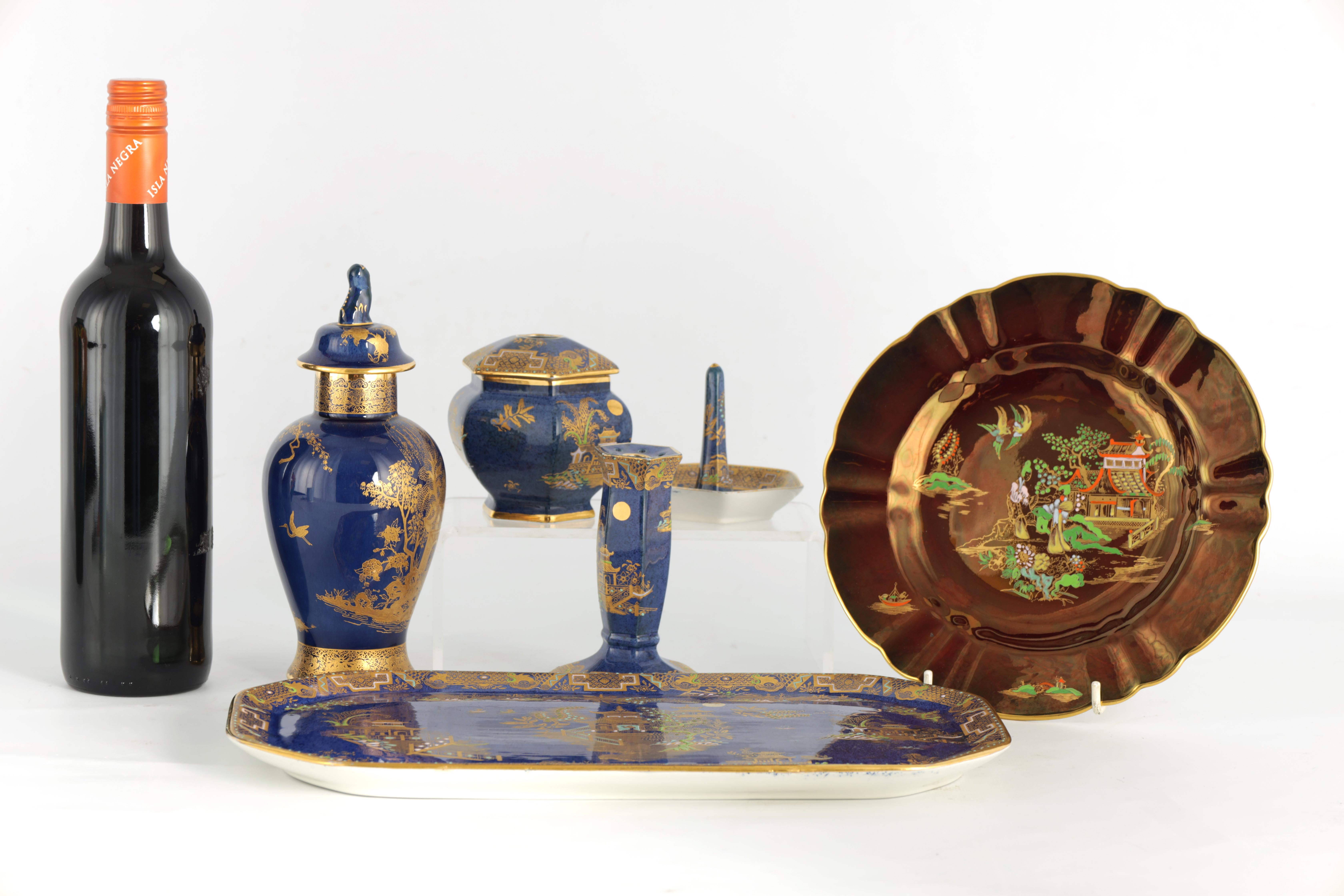 A CARLTON WARE FIVE PIECE DRESSING TABLE SET decorated in an oriental gilt pattern with pagodas - Image 2 of 18