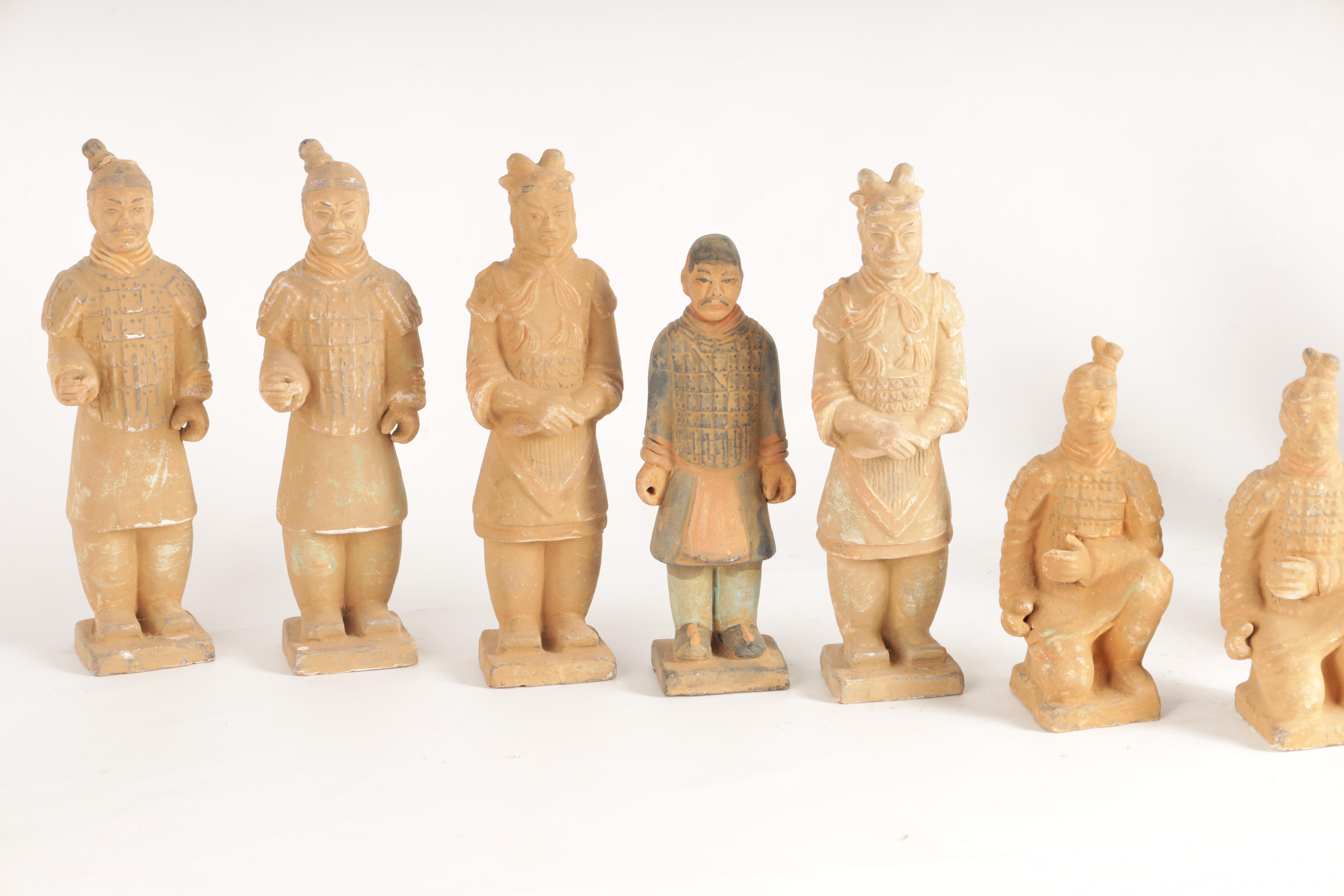 A SET OF 12 20TH CENTURY CHINESE FIGURES MODELLED AS THE TERRACOTTA ARMY depicting soldiers in - Image 3 of 7