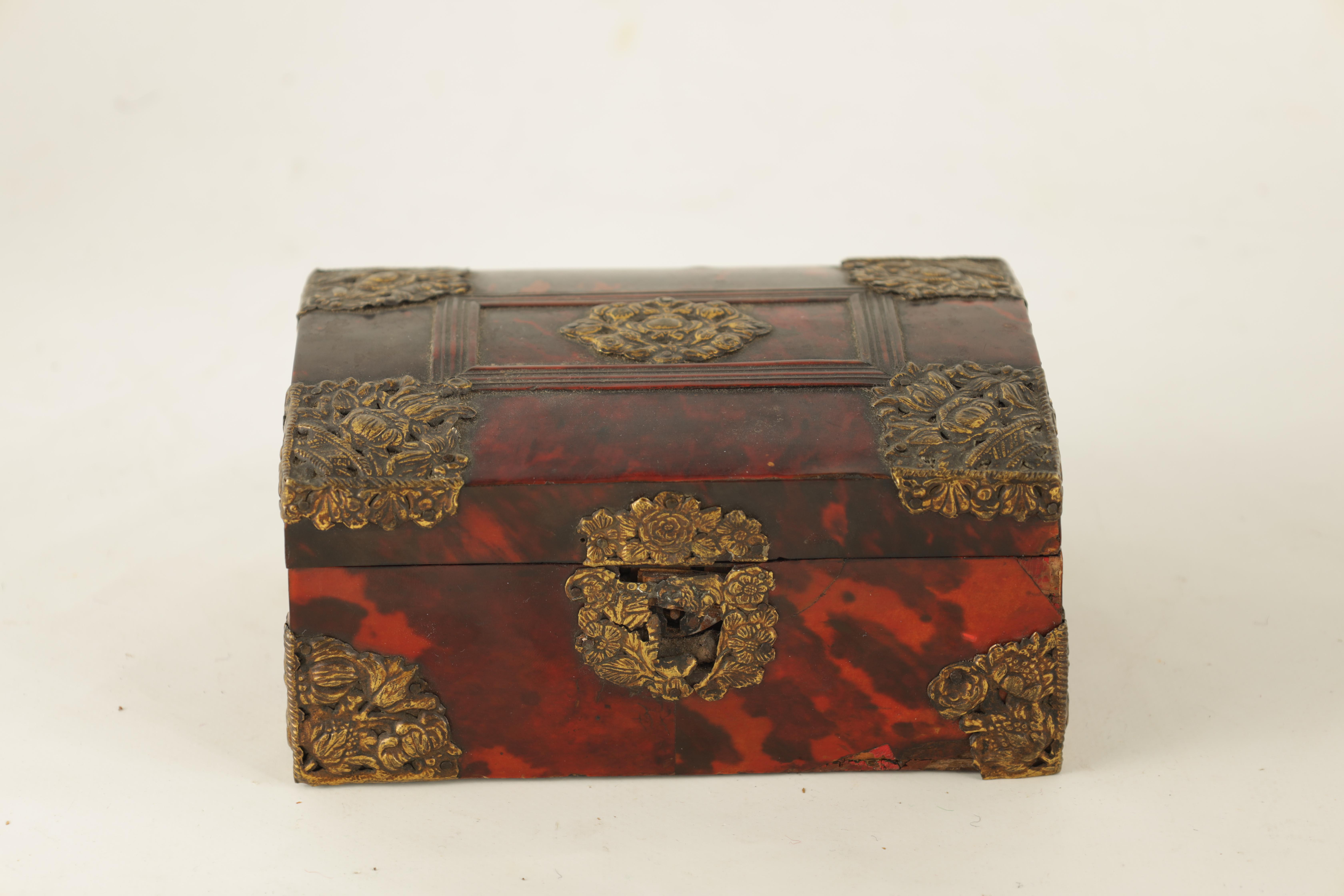 AN 18TH CENTURY DUTCH TORTOISESHELL AND GILT BRASS JEWELLERY BOX with domed locking lid and - Image 3 of 5