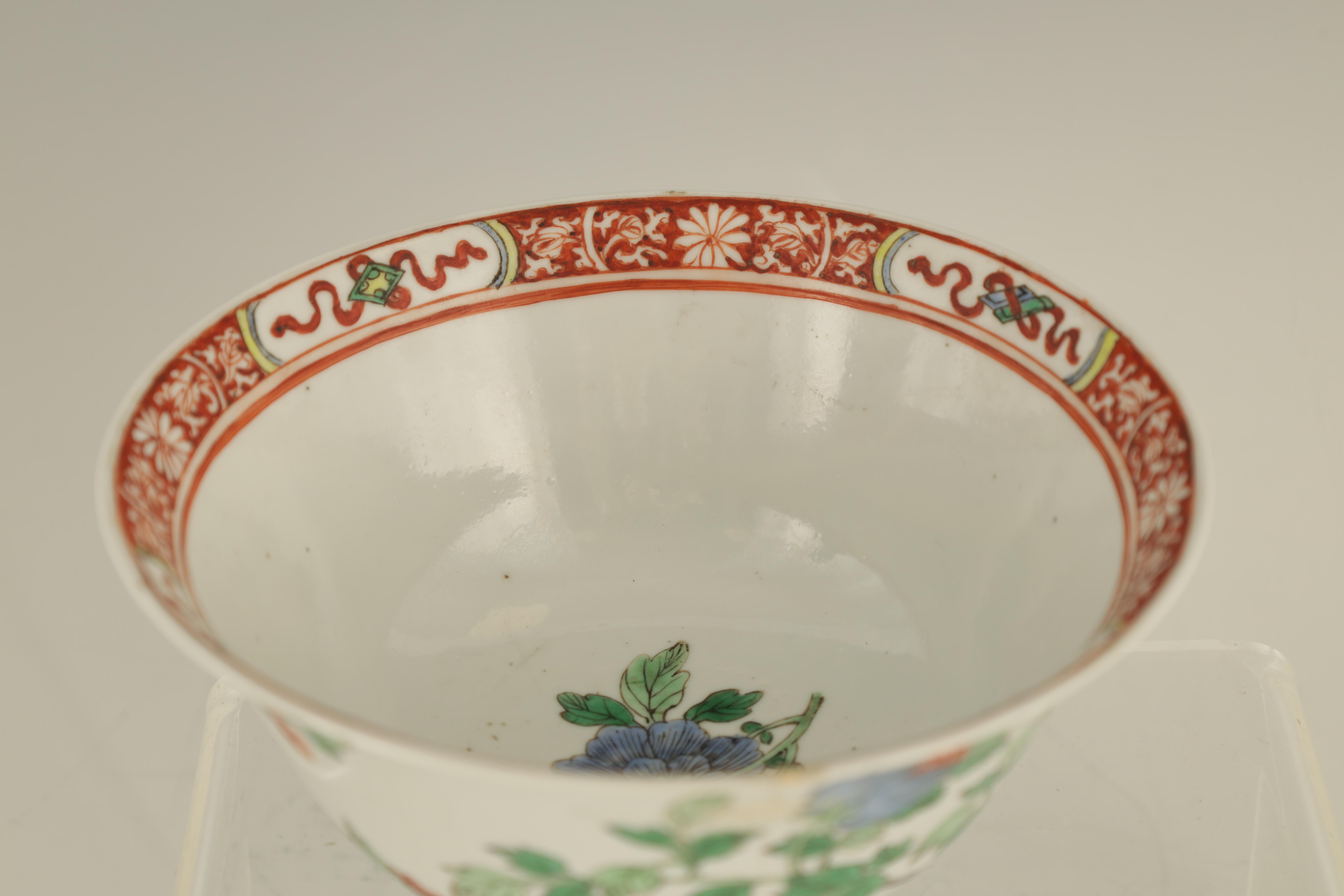 AN 18TH CENTURY CHINESE FAMILLE VERTE PORCELAIN BOWL BEARING KANGXI MARKS decorated with birds - Image 5 of 7