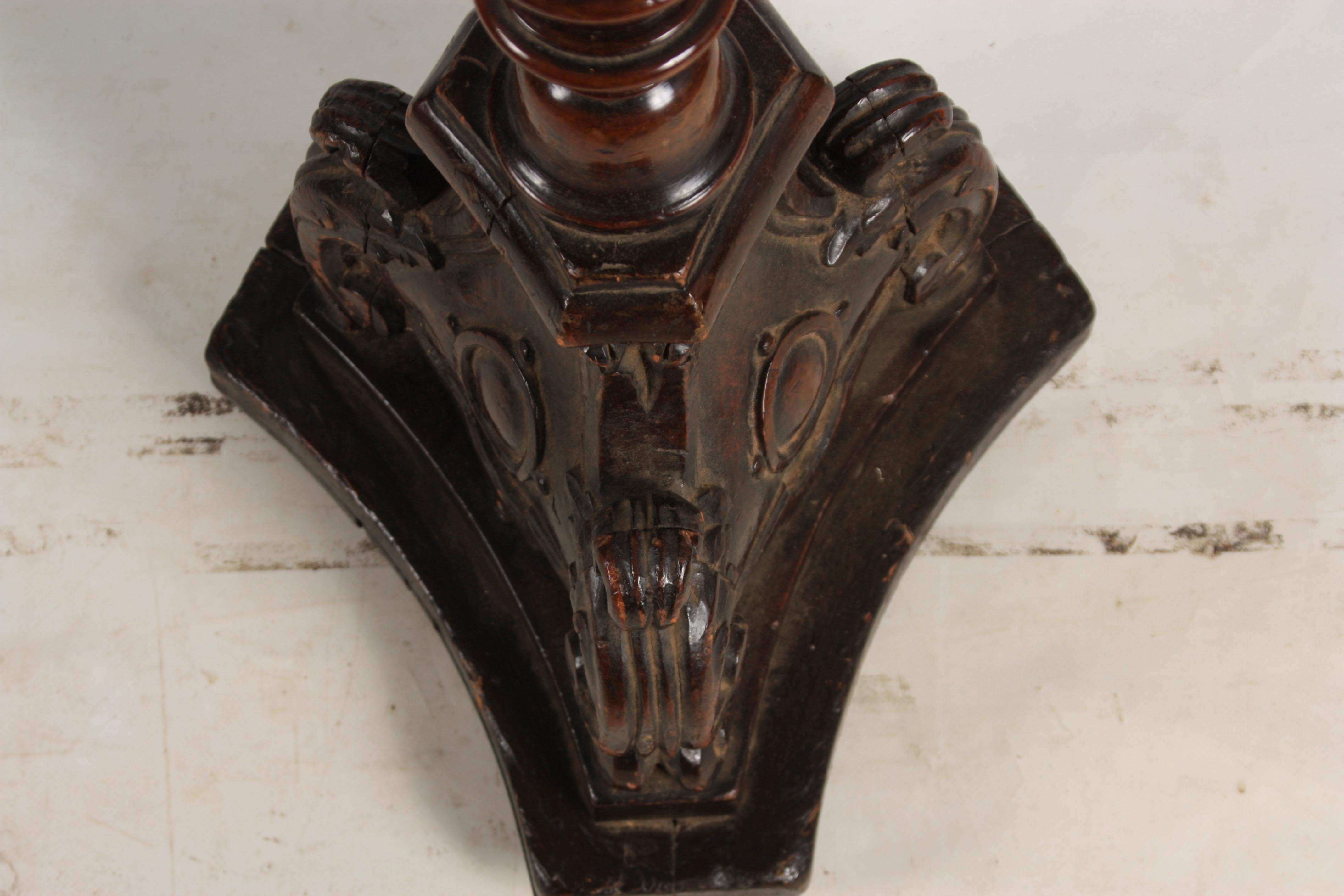 AN EARLY 18TH CENTURY ITALIAN TURNED WALNUT TORCHERE with bulbous ring turned stem and carved rococo - Image 6 of 6