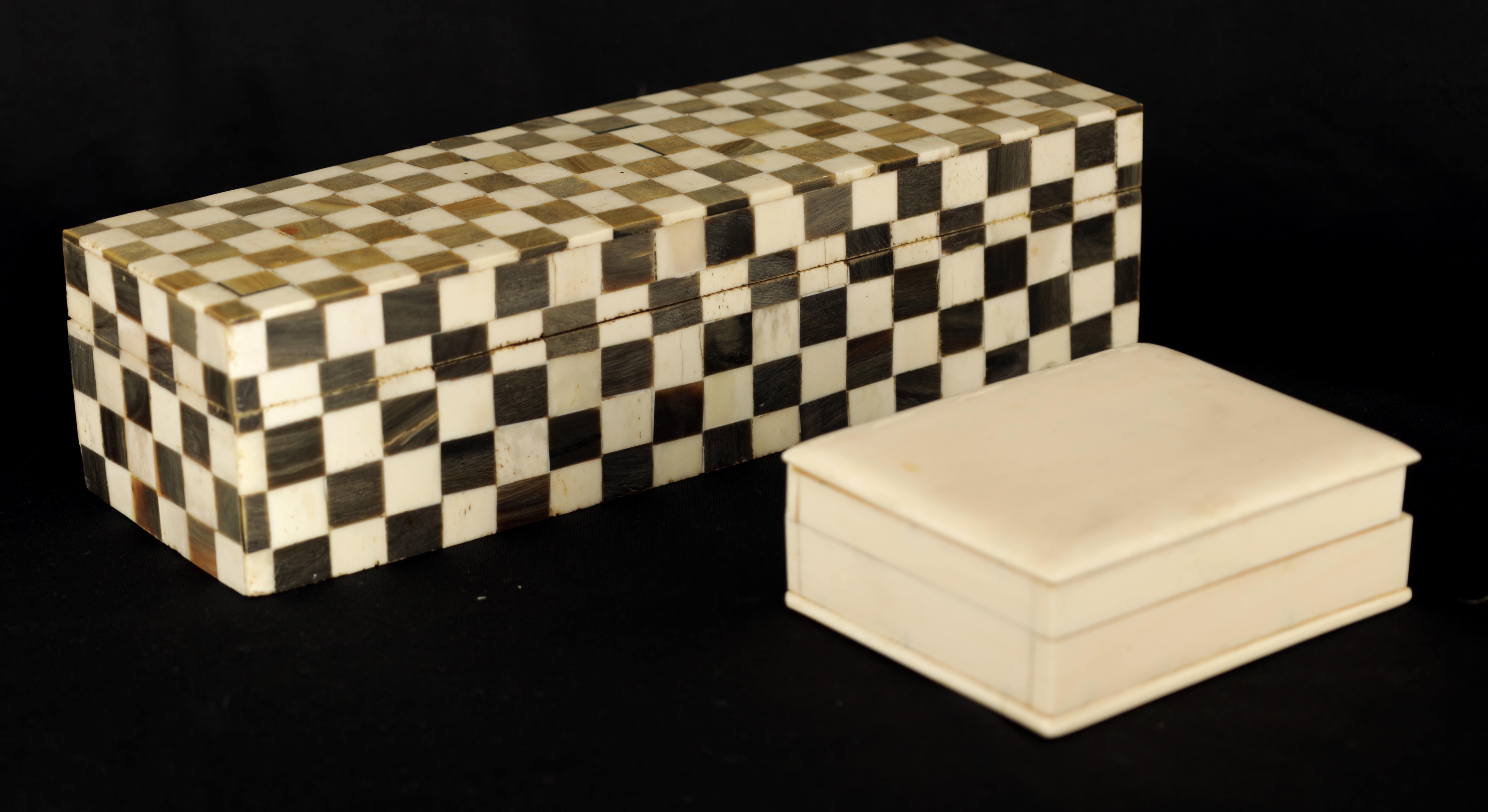 AN ANGLO INDIAN CHEQUERED BALINE AND BONE INLAID HARDWOOD BOX 27cm wide 9cm deep 7cm high TOGETHER