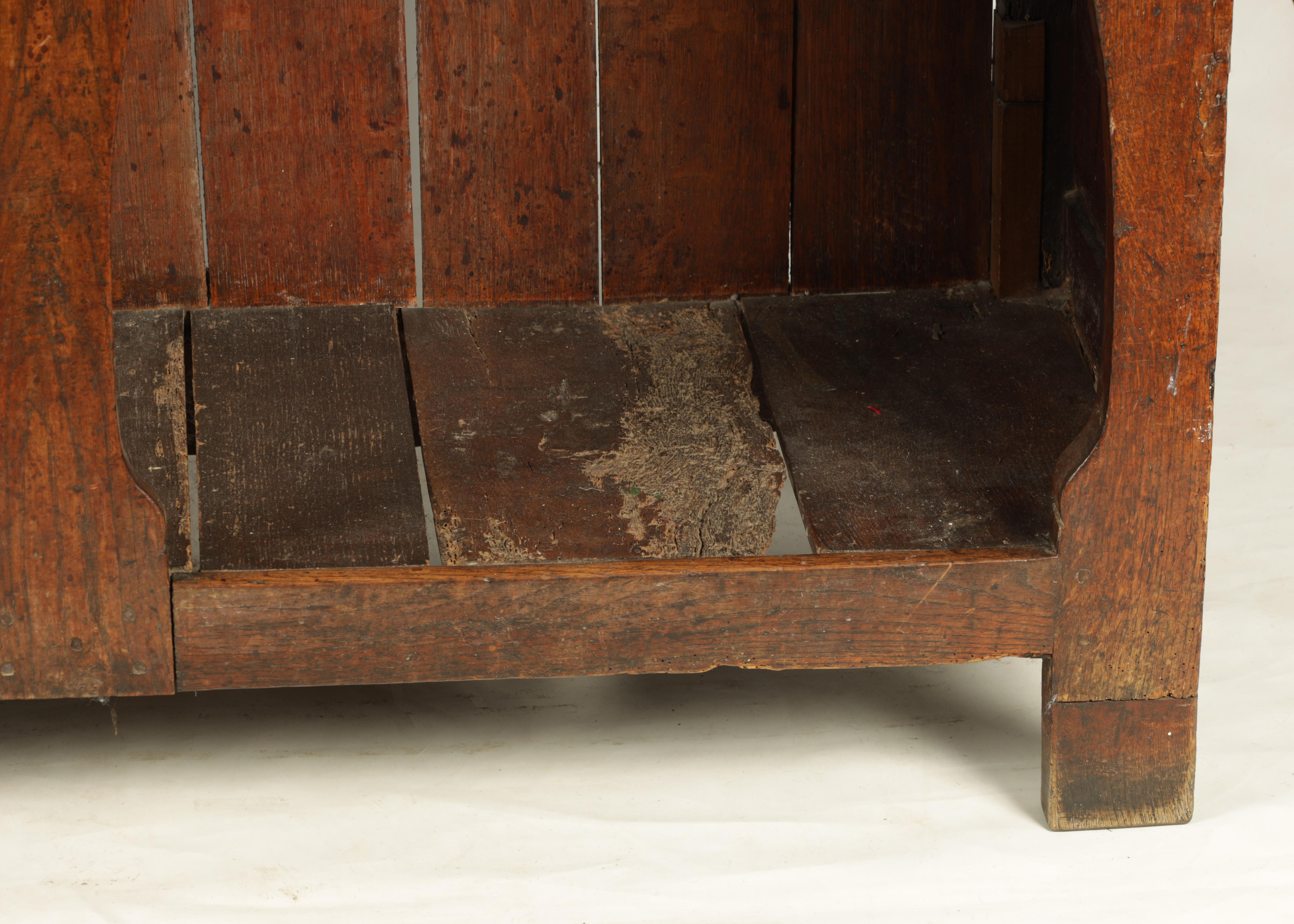 AN EARLY 18TH CENTURY SILHOUETTE LEG OAK DRESSER AND RACK with shaped moulded rack fitted two - Image 4 of 10