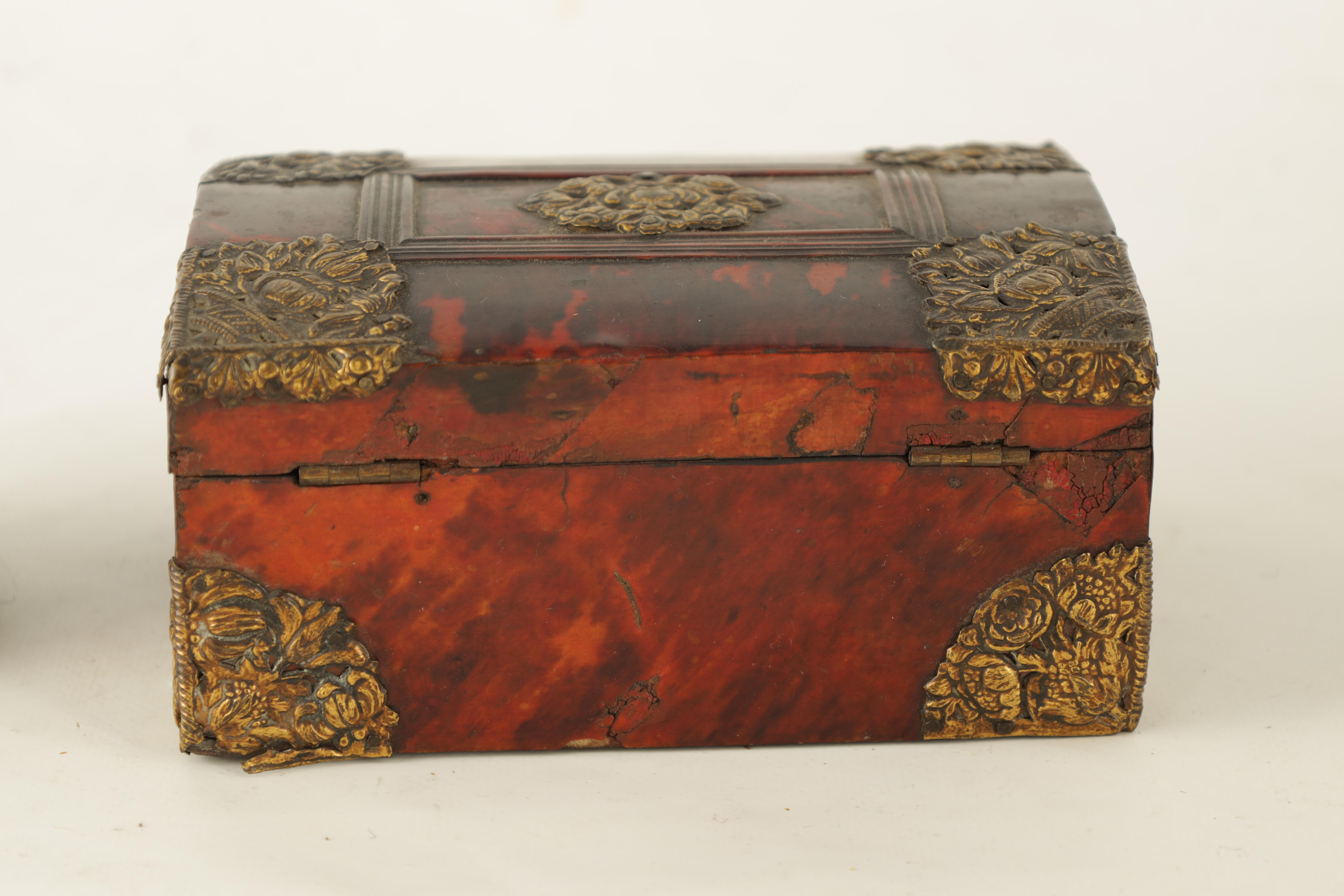 AN 18TH CENTURY DUTCH TORTOISESHELL AND GILT BRASS JEWELLERY BOX with domed locking lid and - Image 5 of 5