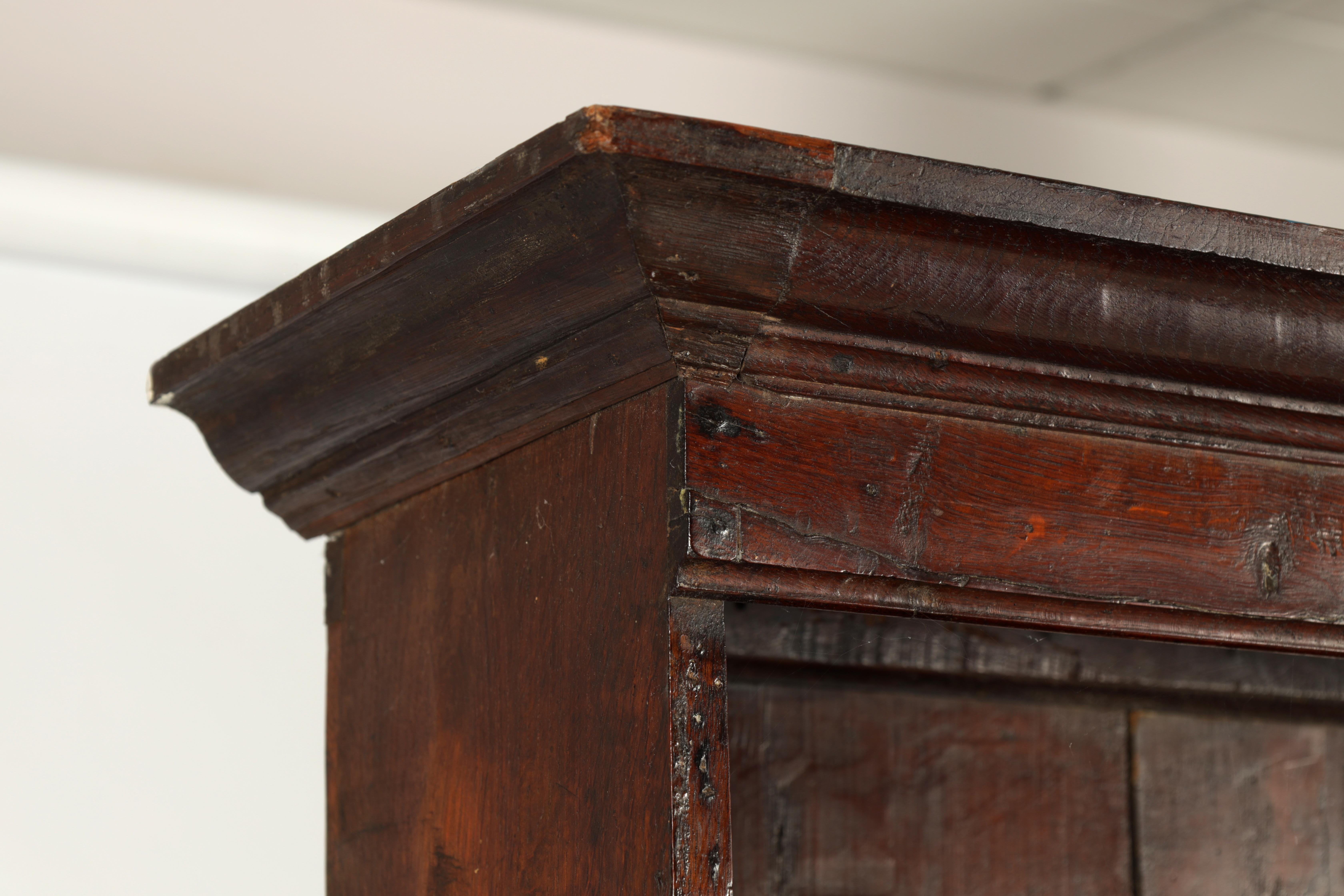 AN EARLY 18TH CENTURY SILHOUETTE LEG OAK DRESSER AND RACK with shaped moulded rack fitted two - Image 7 of 10