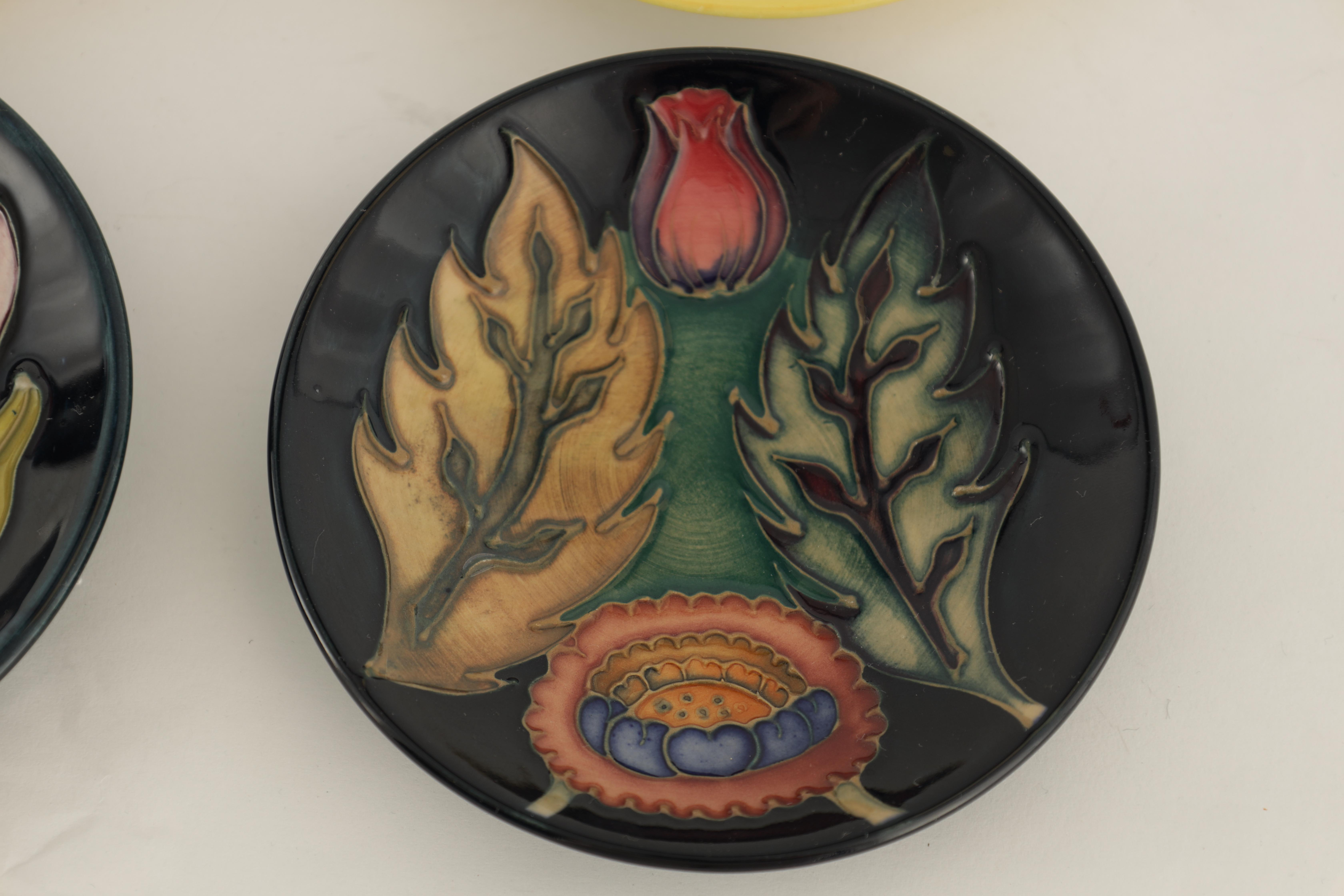 A JOHN MOORCROFT PIN TRAY tube lined and decorated with a large flowerhead centre, 12cm diameter - Image 5 of 10