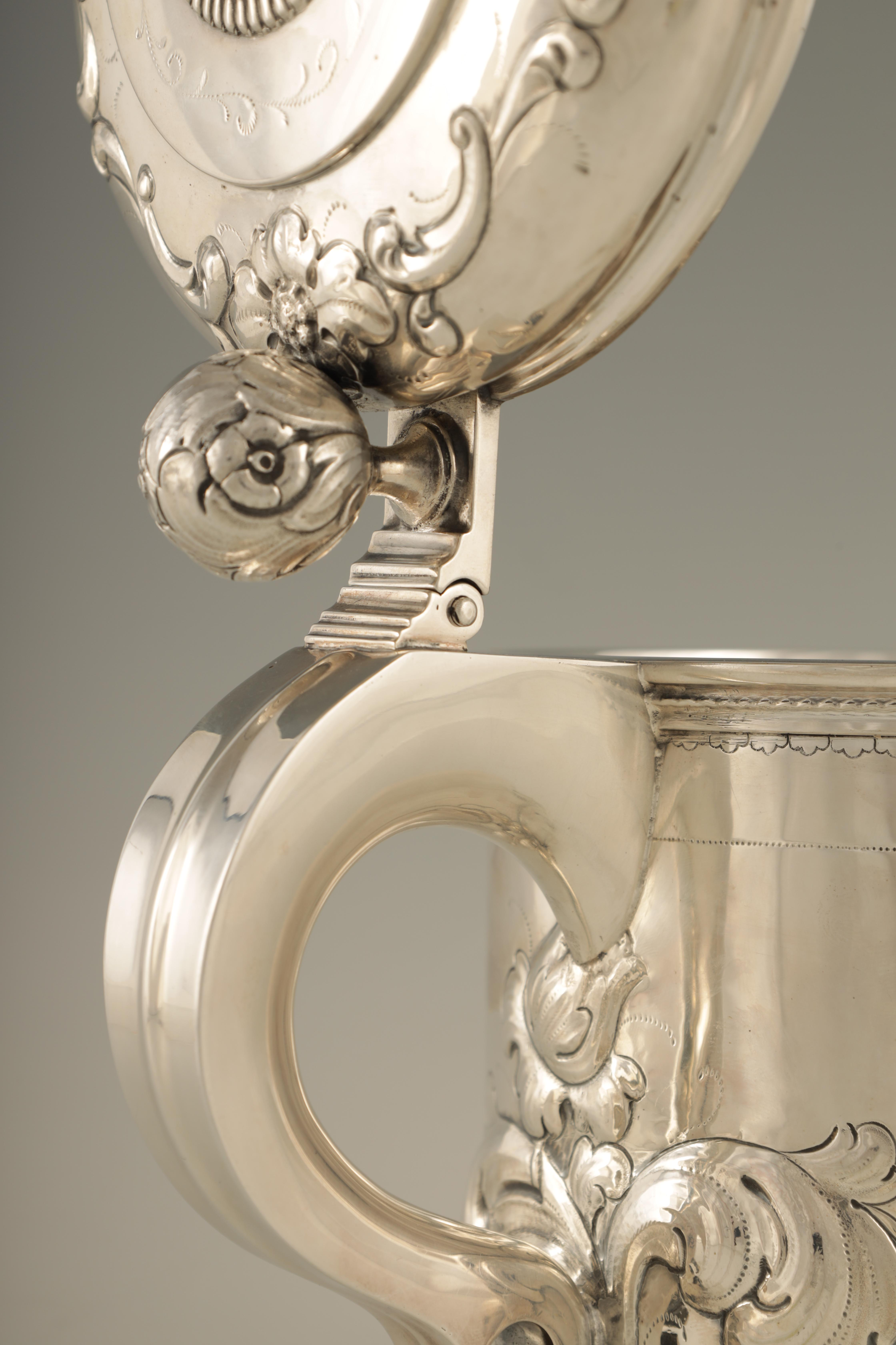 AN IMPRESSIVE EARLY 20TH CENTURY SWEDISH SILVER TANKARD with embossed ball finial to the hinged - Image 5 of 8
