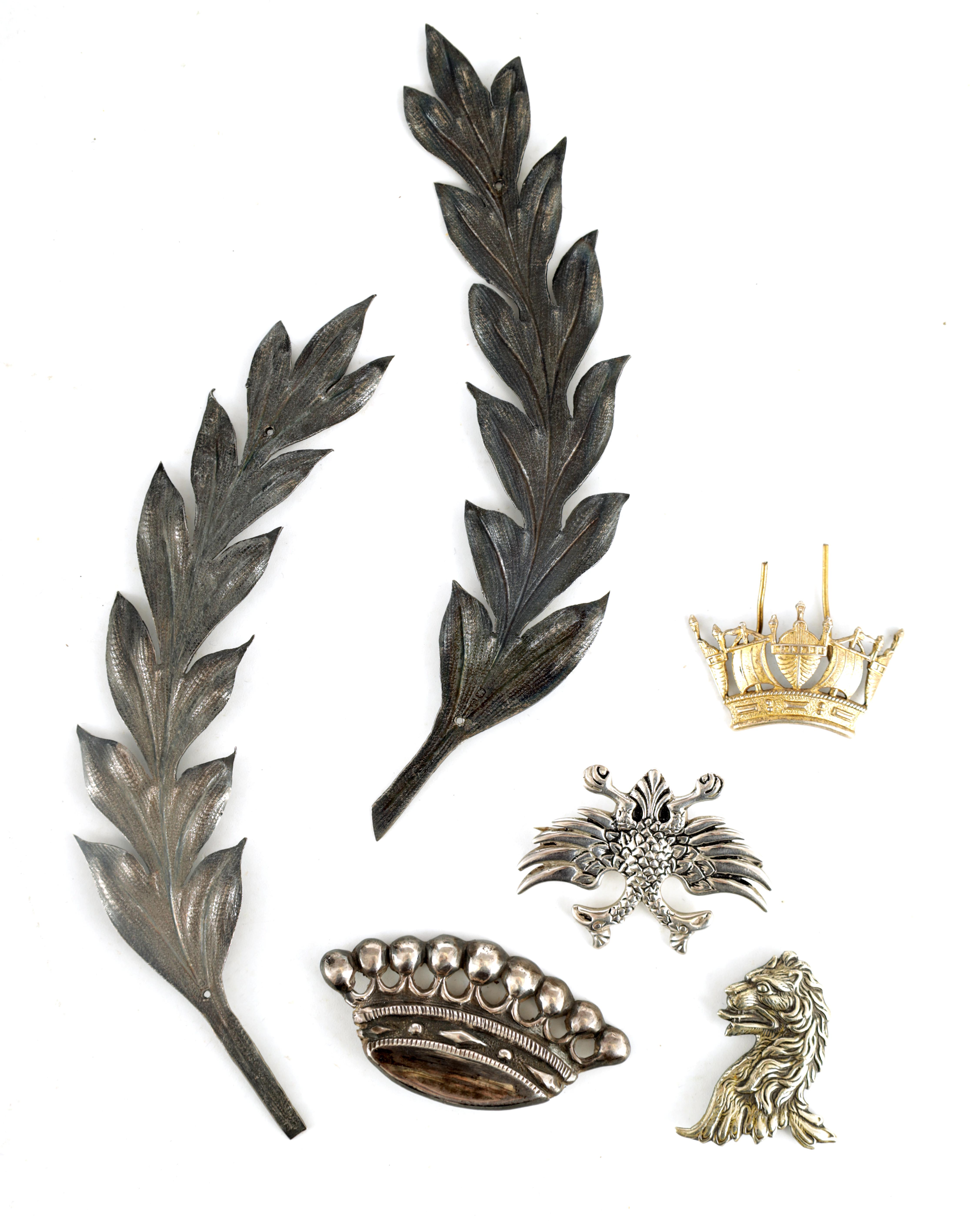 A SELECTION OF SOLID SILVER BADGES AND MOUNTS depicting a pair of hallmarked fern leaves 14cm