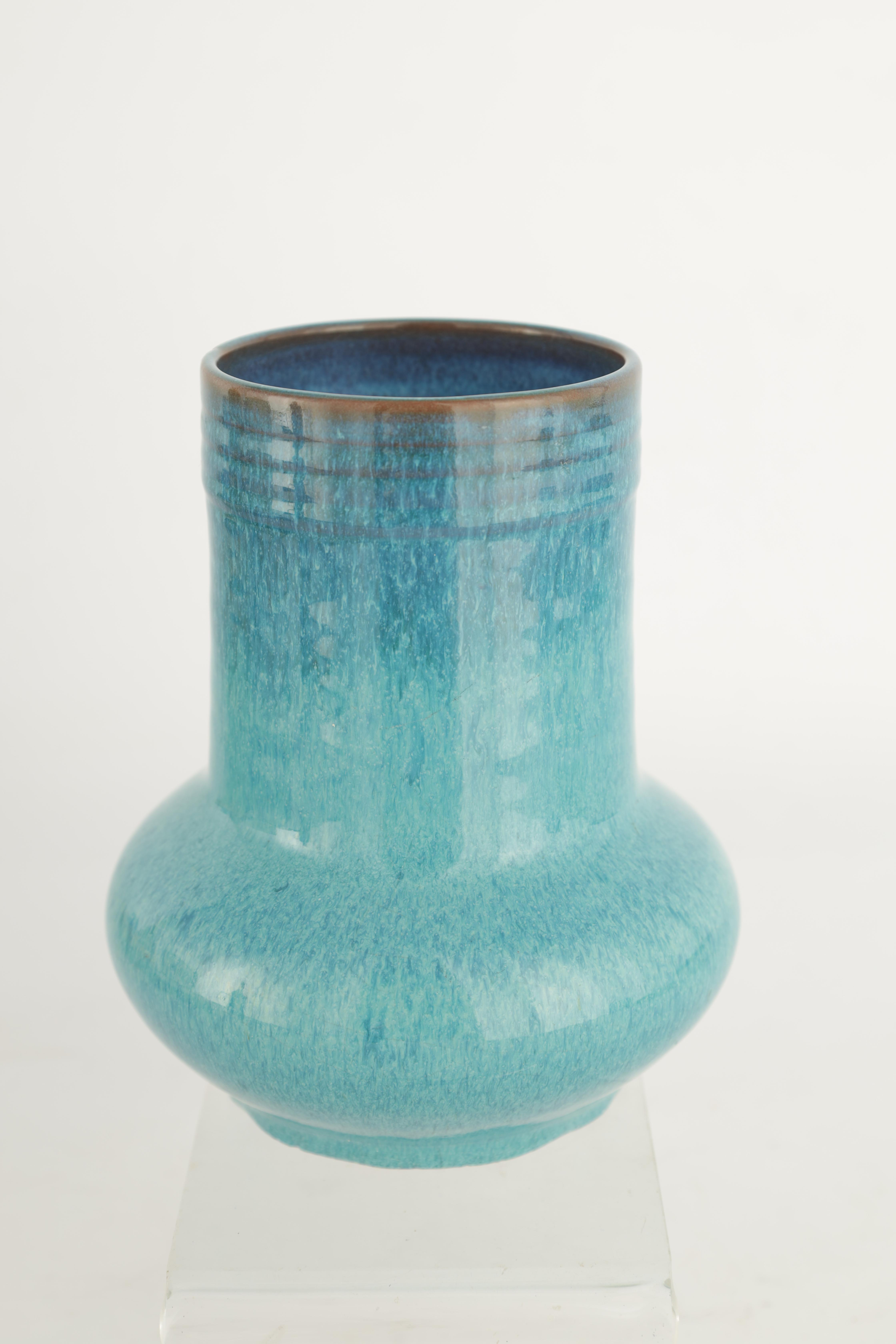 A CARTER STABLER AND ADAMS POOLE SQUAT BULBOUS VASE WITH CYLINDRICAL NECK AND RIBBED RIM decorated - Image 11 of 14