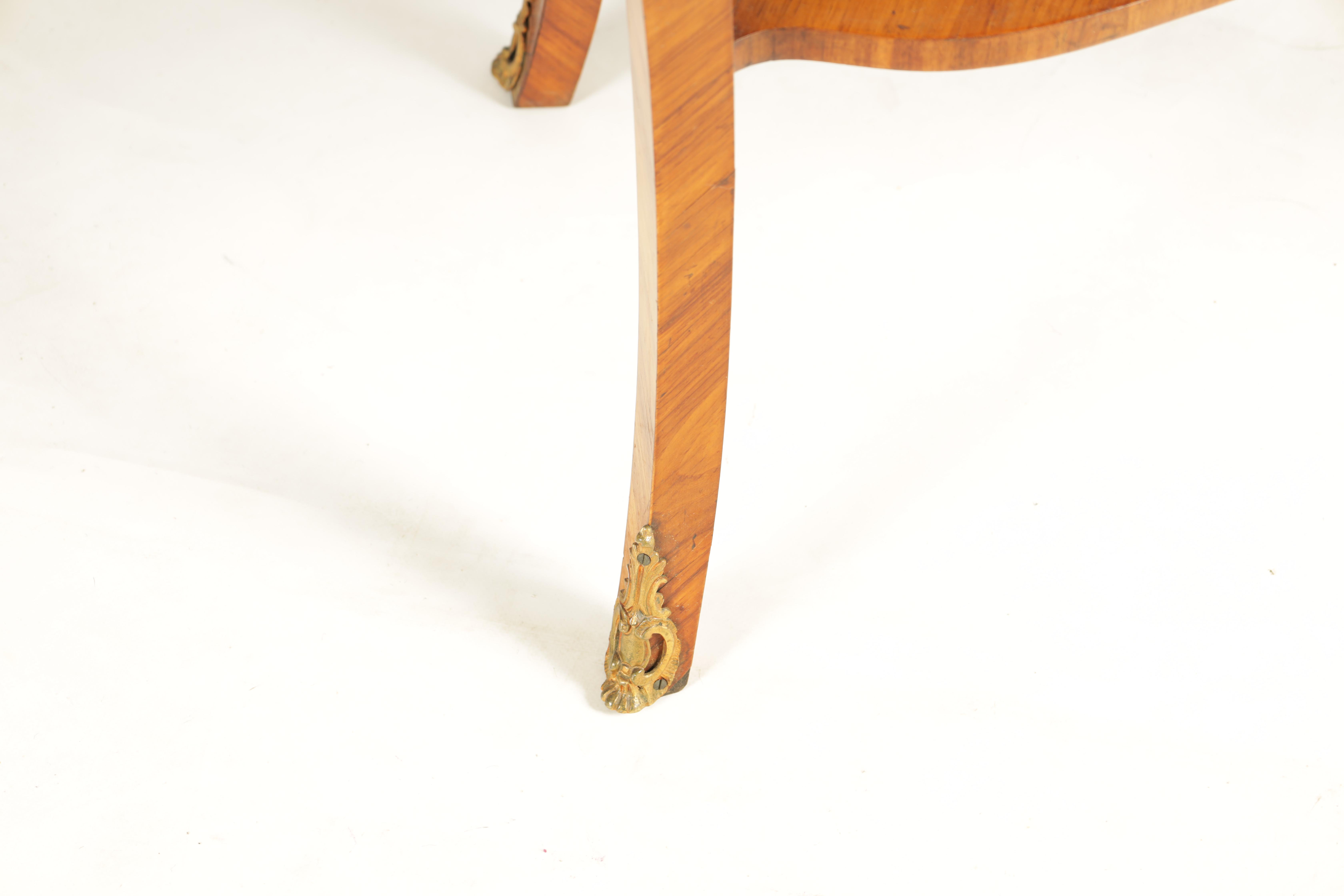 A FINE 19TH CENTURY MARQUETRY INLAID WALNUT KIDNEY SHAPED WRITING TABLE with raised brass - Image 4 of 10