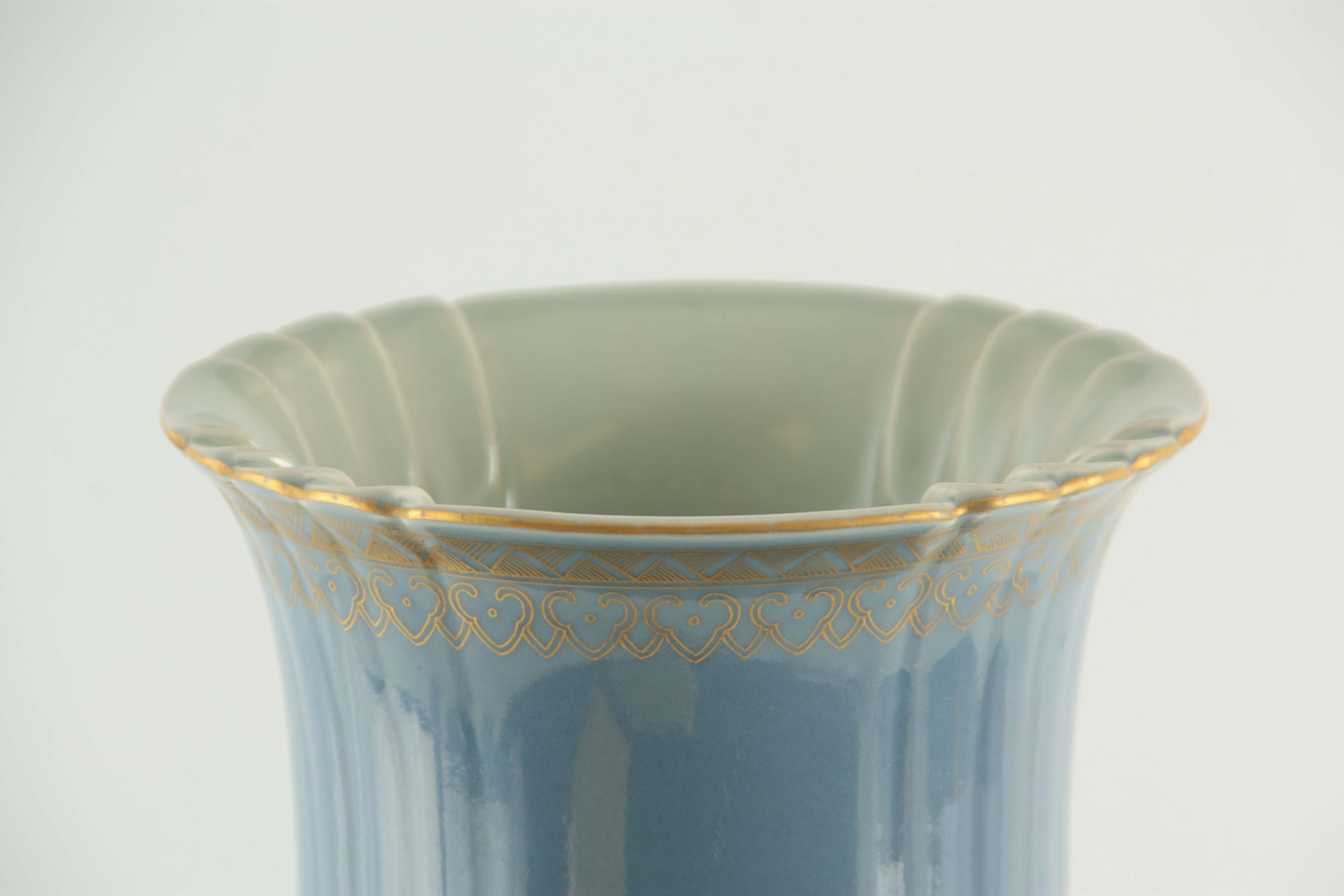 AN IMPRESSIVE 19TH CENTURY CHINESE BLUE AND GILT DECORATED VASE of ribbed shape with scrolled - Image 3 of 7