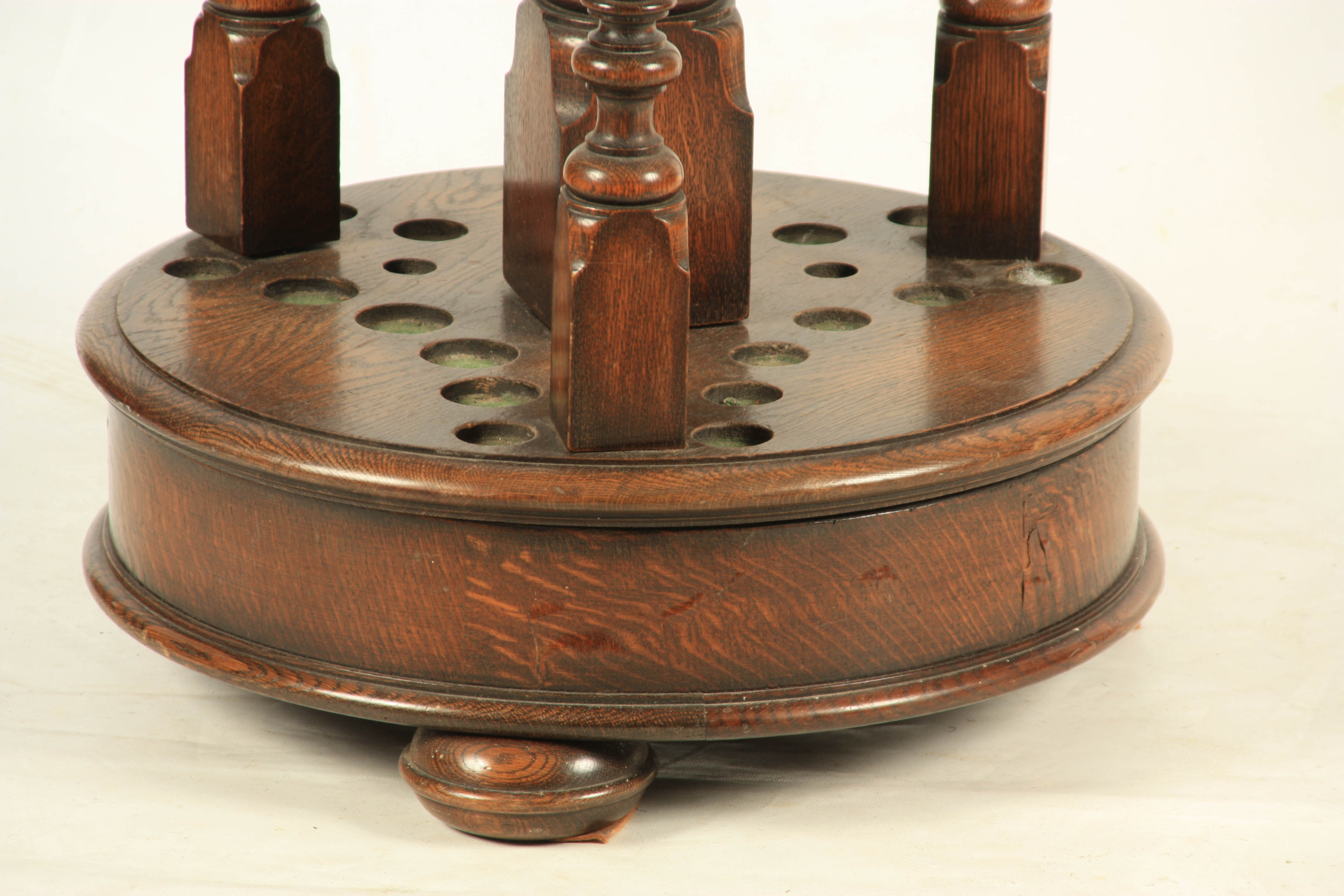 A LATE 19TH/ EARLY 20TH CENTURY REVOLVING OAK SNOOKER CUE STAND the circular base sitting on 3 bun - Image 2 of 5