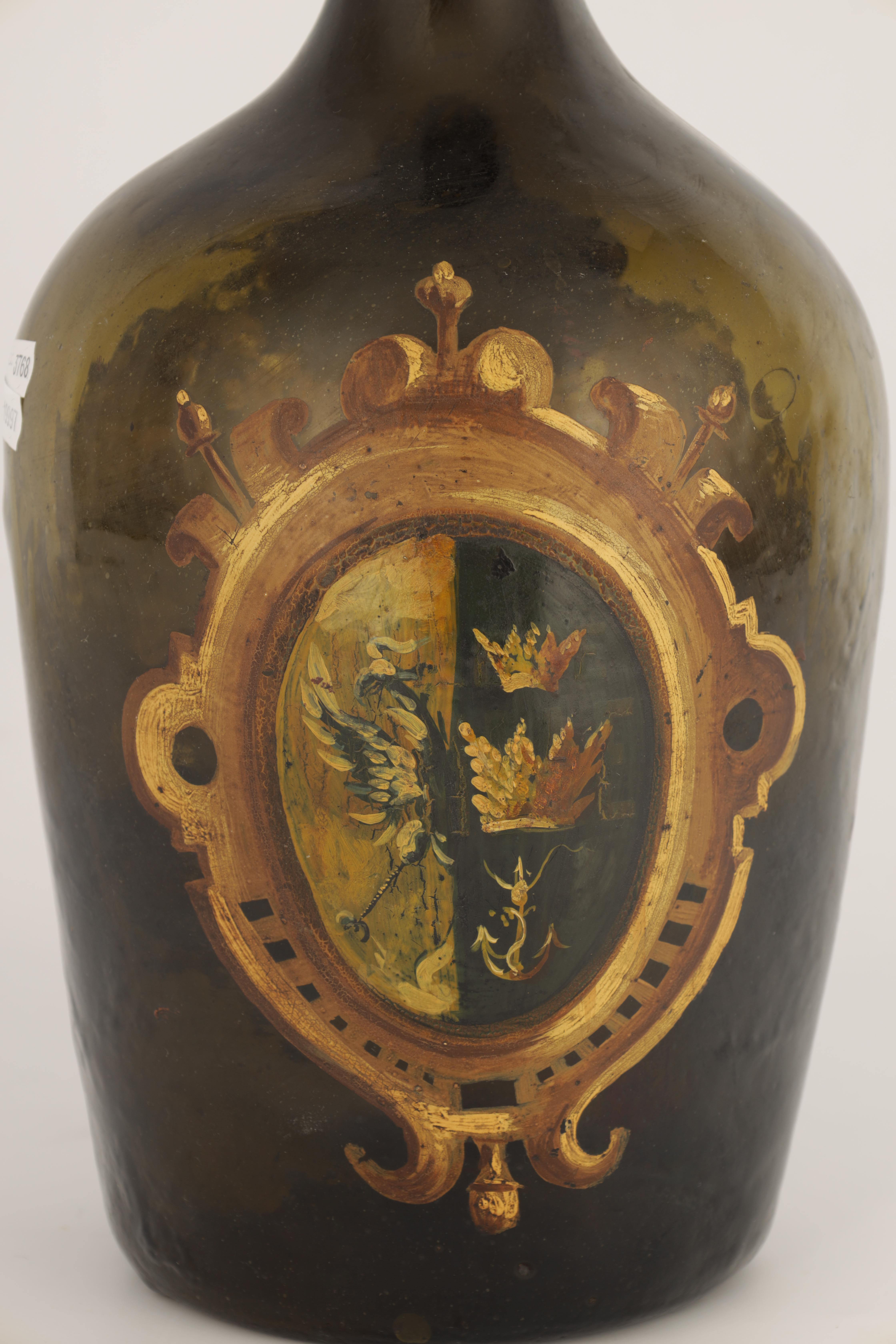 AN 18TH CENTURY GREEN GLASS BOTTLE WITH PAINTED NAVAL SCENE AND ARMOURIAL depicting a naval scene - Image 7 of 9