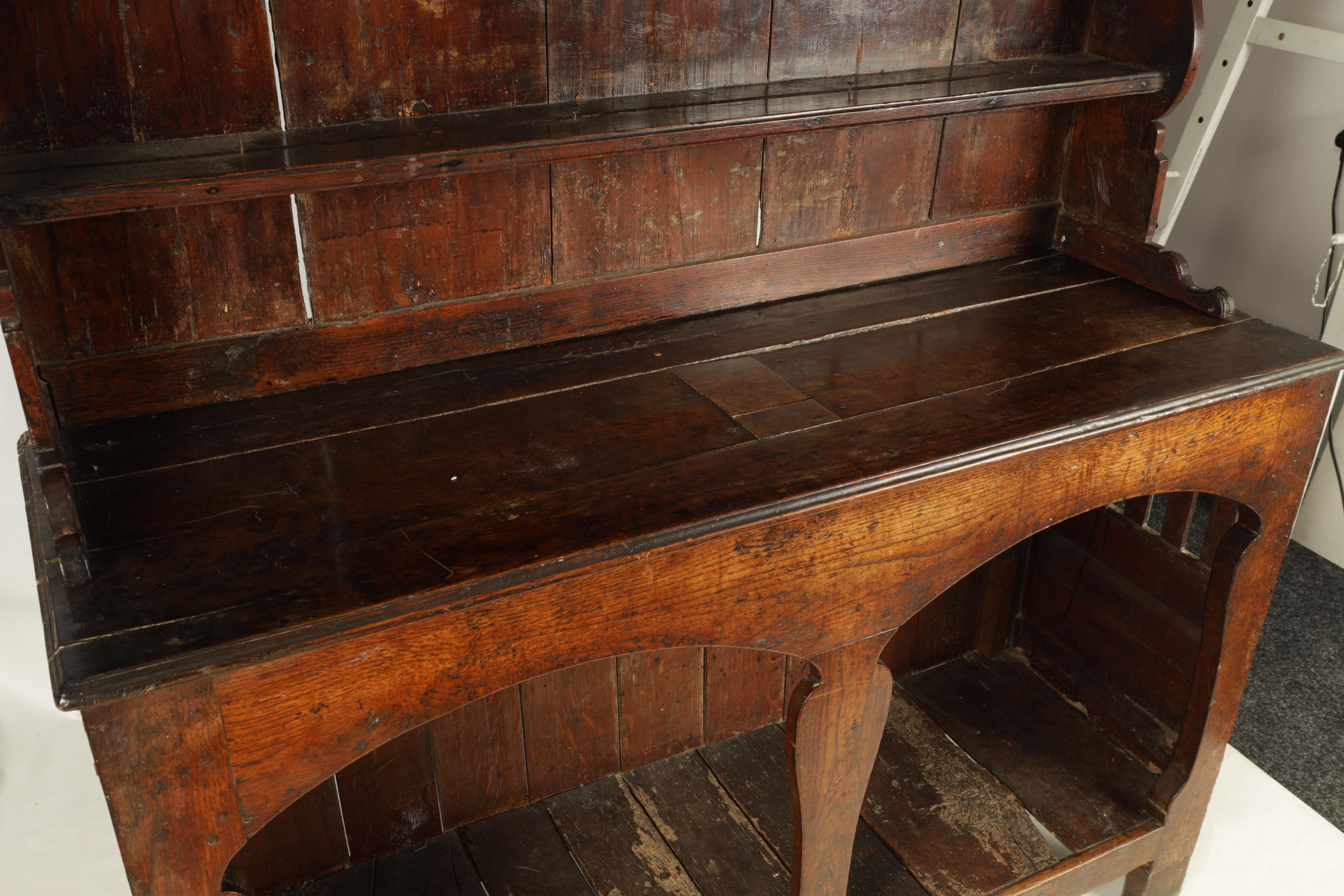 AN EARLY 18TH CENTURY SILHOUETTE LEG OAK DRESSER AND RACK with shaped moulded rack fitted two - Image 6 of 10