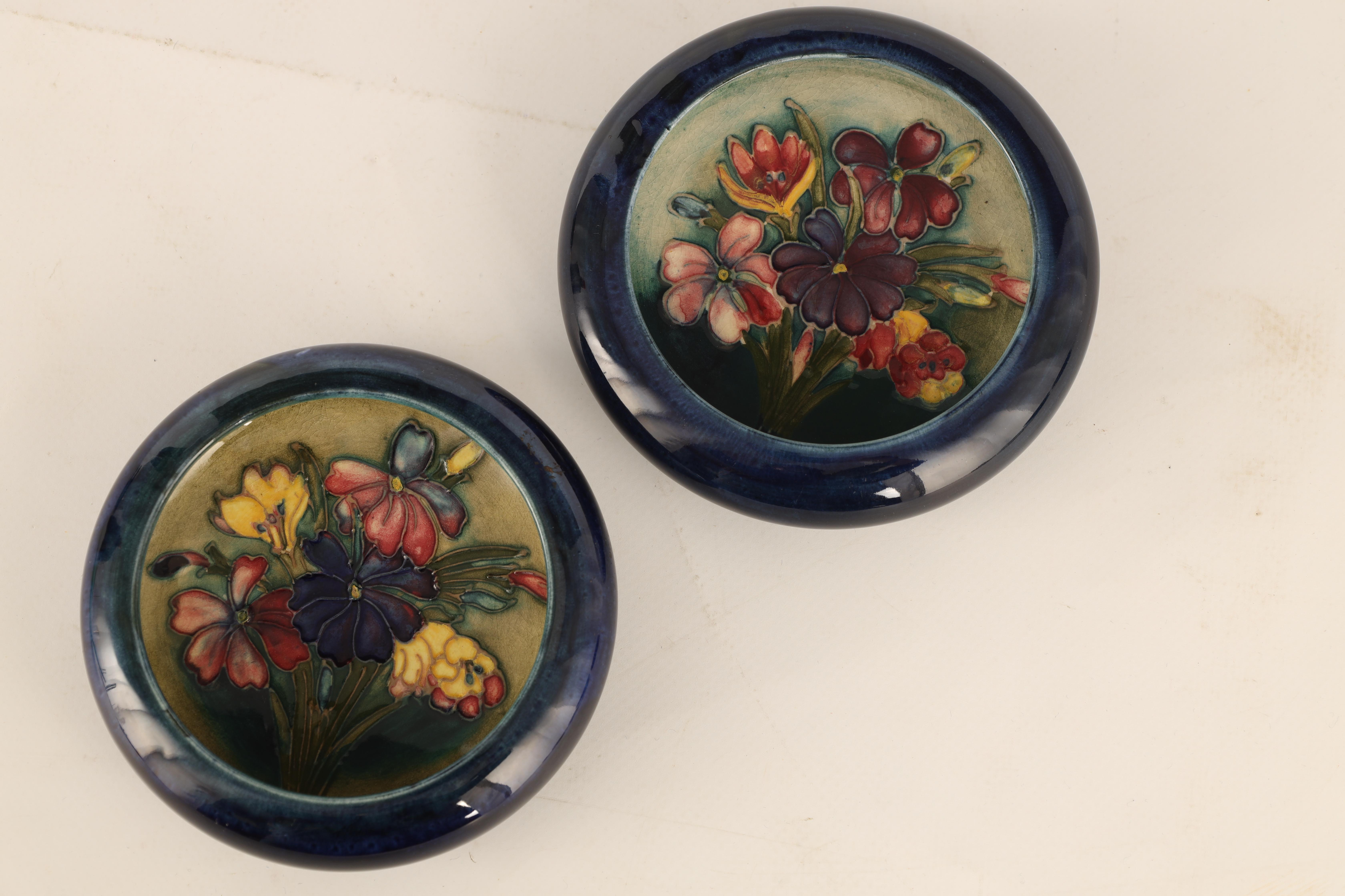 TWO MOORCROFT SHALLOW SMALL DISHES WITH CURVED RIMS decorated with sprays of spring flowers on a - Image 4 of 5