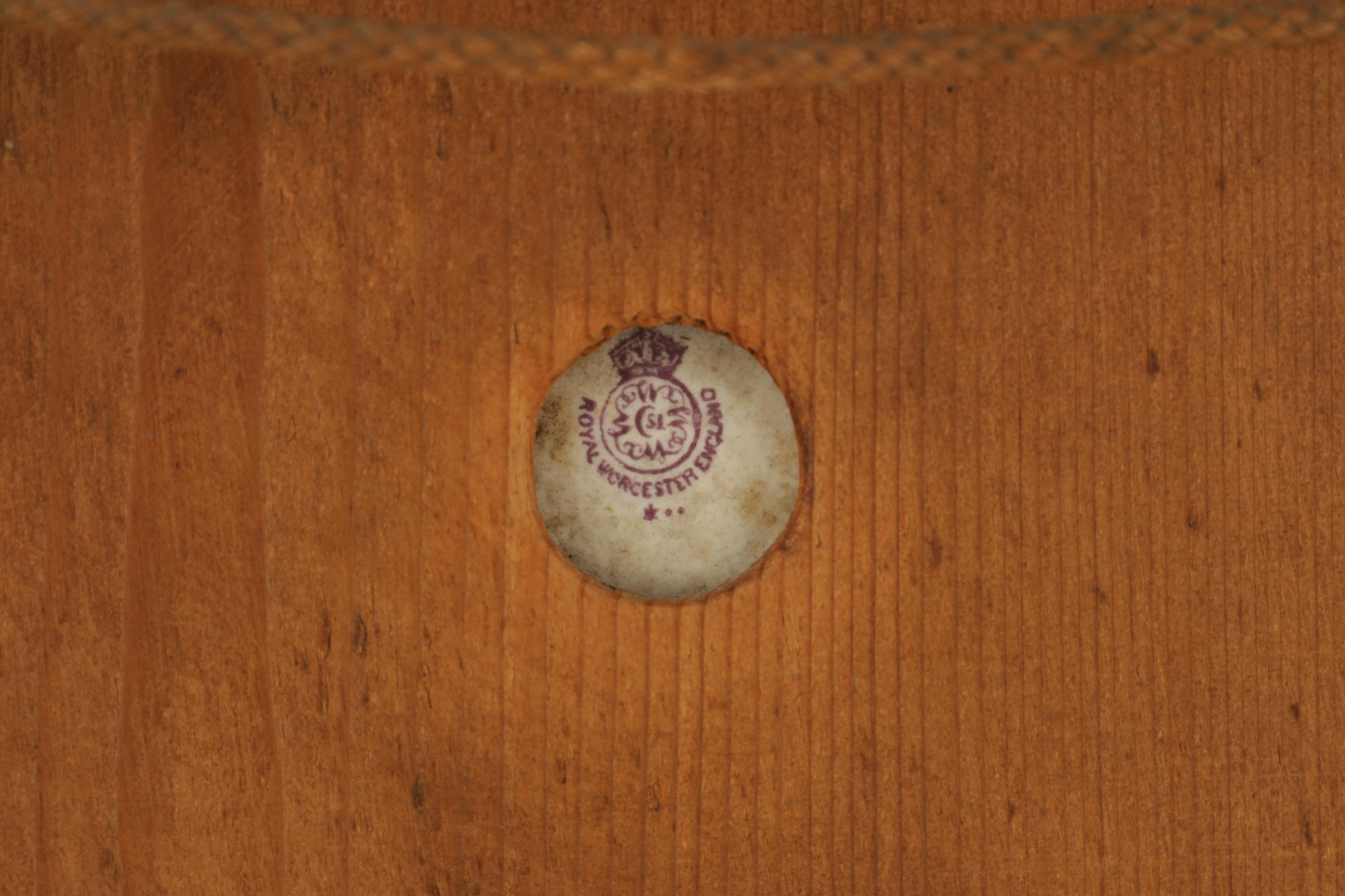 JAMES STINTON 1870-1961. A SIGNED PAIR OF ROYAL WORCESTER CIRCULAR PORCELAIN PLAQUES painted with - Image 8 of 8