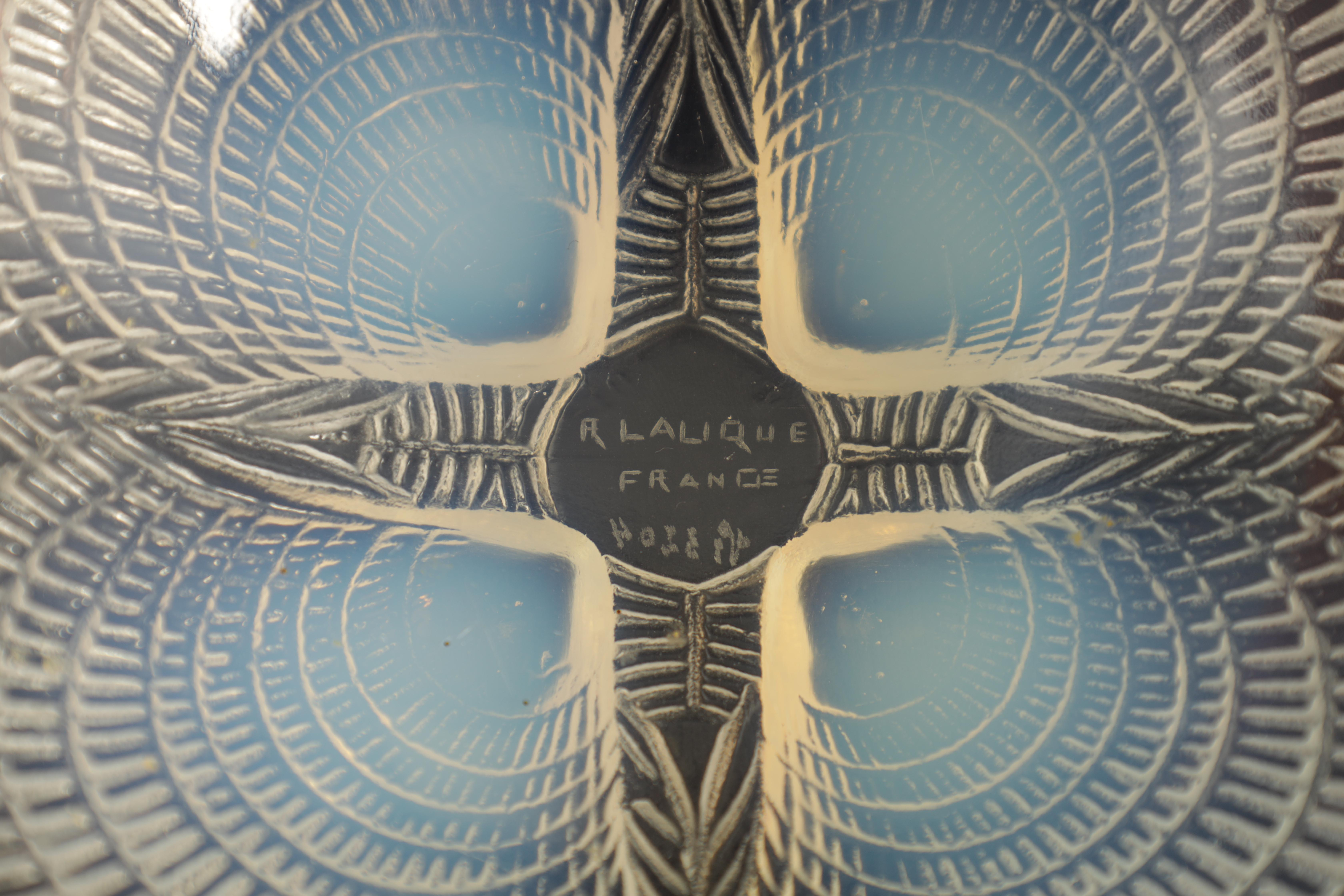 """AN R LALIQUE FRANCE """"COQUILLES"""" CLEAR AND OPALESCENT SHALLOW GLASS DISH 13cm diameter - wheel - Image 4 of 5"""