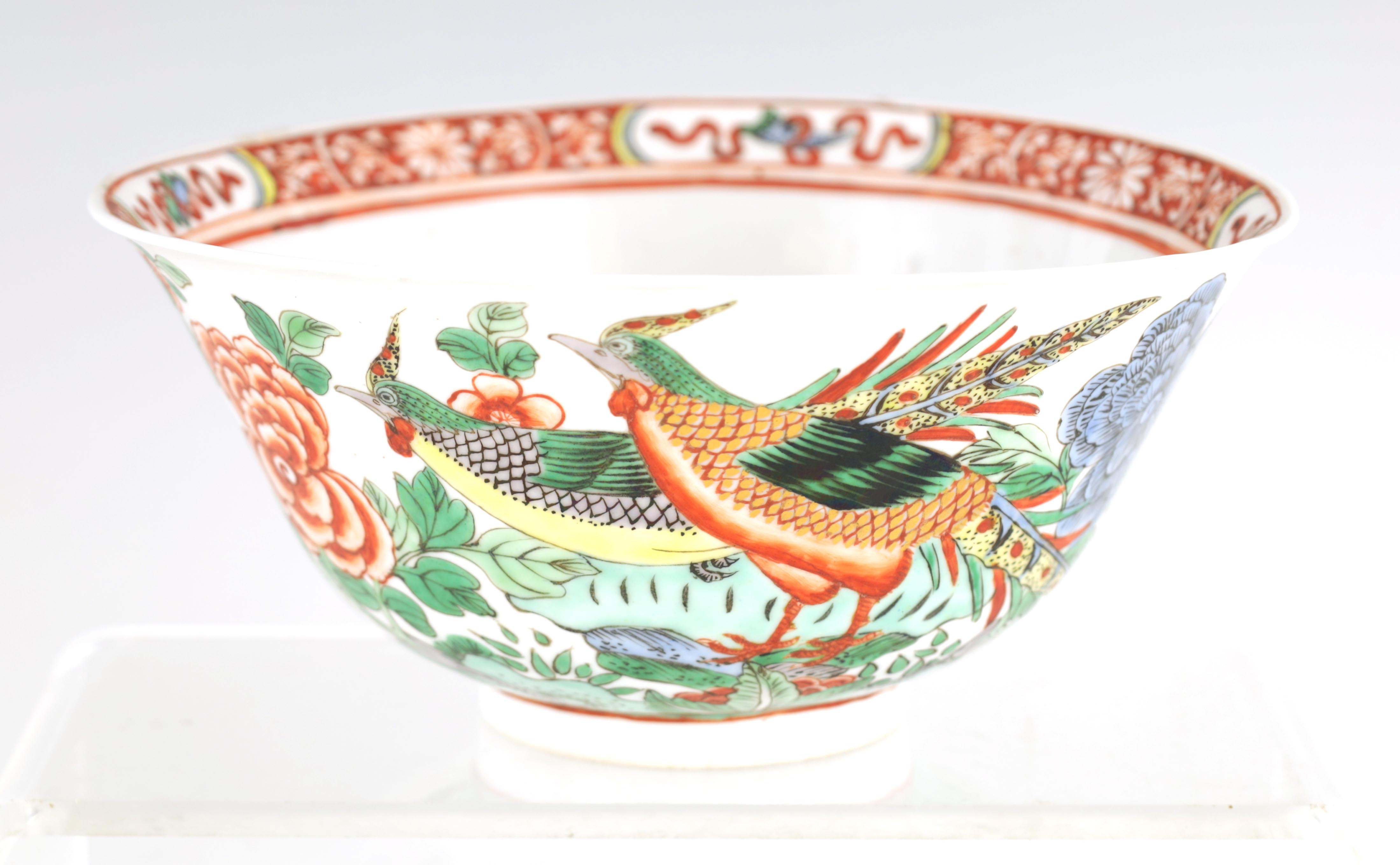 AN 18TH CENTURY CHINESE FAMILLE VERTE PORCELAIN BOWL BEARING KANGXI MARKS decorated with birds