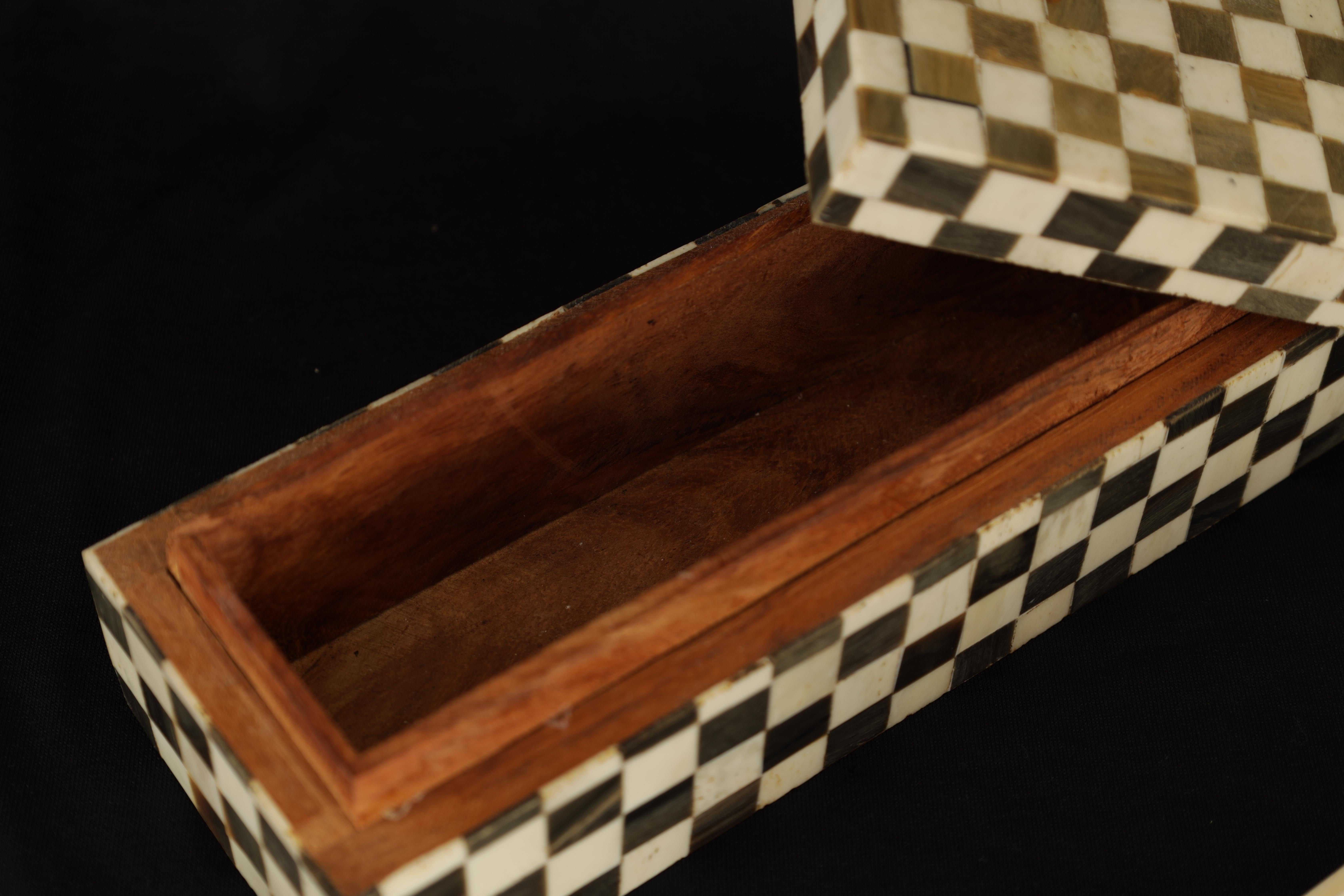 AN ANGLO INDIAN CHEQUERED BALINE AND BONE INLAID HARDWOOD BOX 27cm wide 9cm deep 7cm high TOGETHER - Image 3 of 5