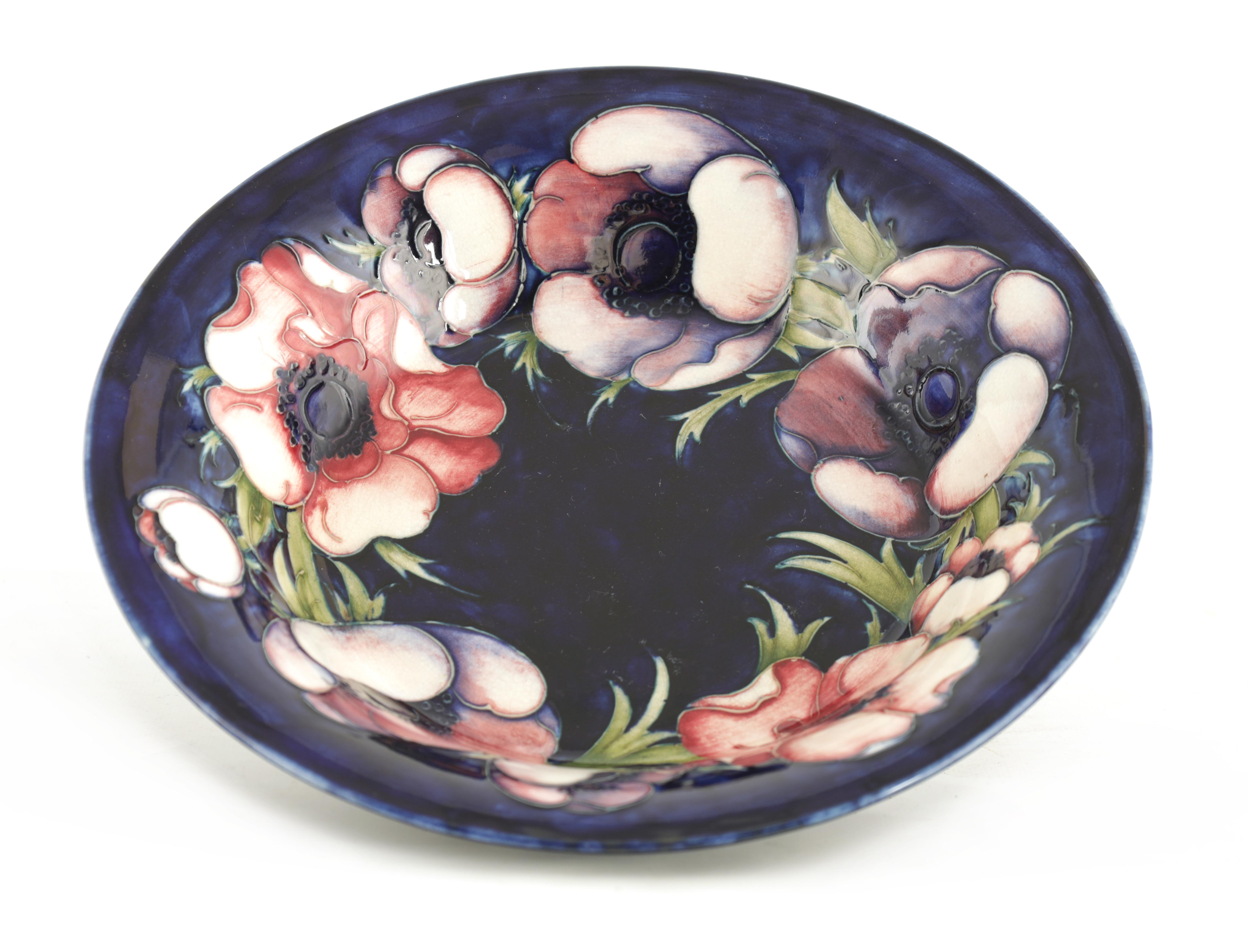 A 1930S MOORCROFT LARGE SHALLOW BOWL WITH EVERTED RIM tube lined and decorated with a band of